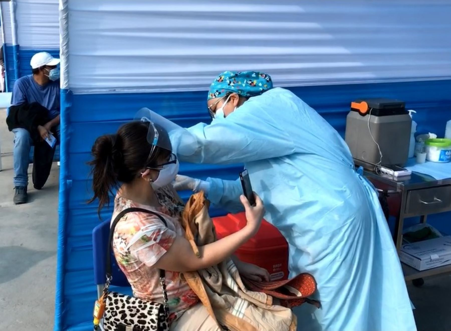 Arequipa inicia la vacunación contra la covid-19 a las personas mayores de 40 años.