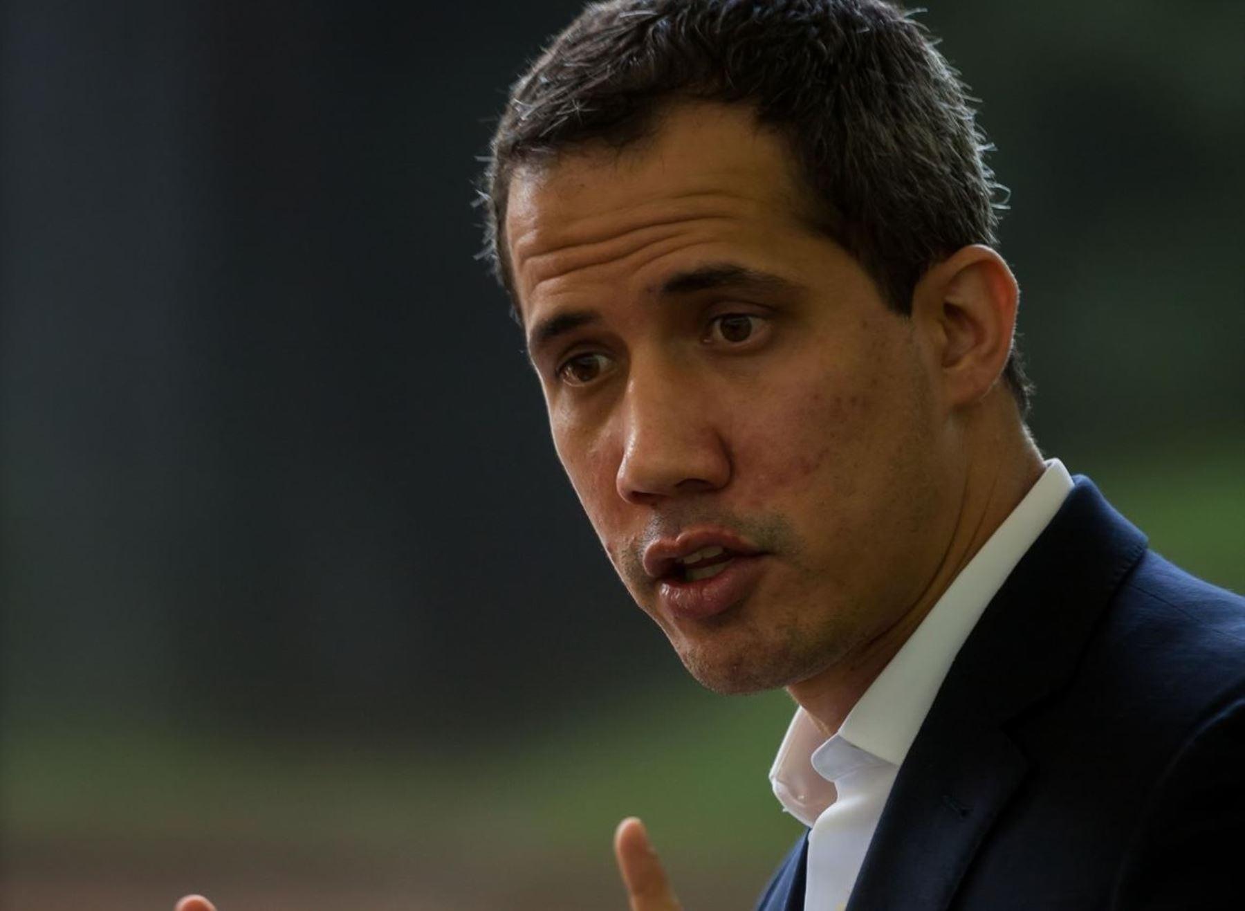 Policía venezolana llega a la casa de Guaidó para detenerlo, según su esposa