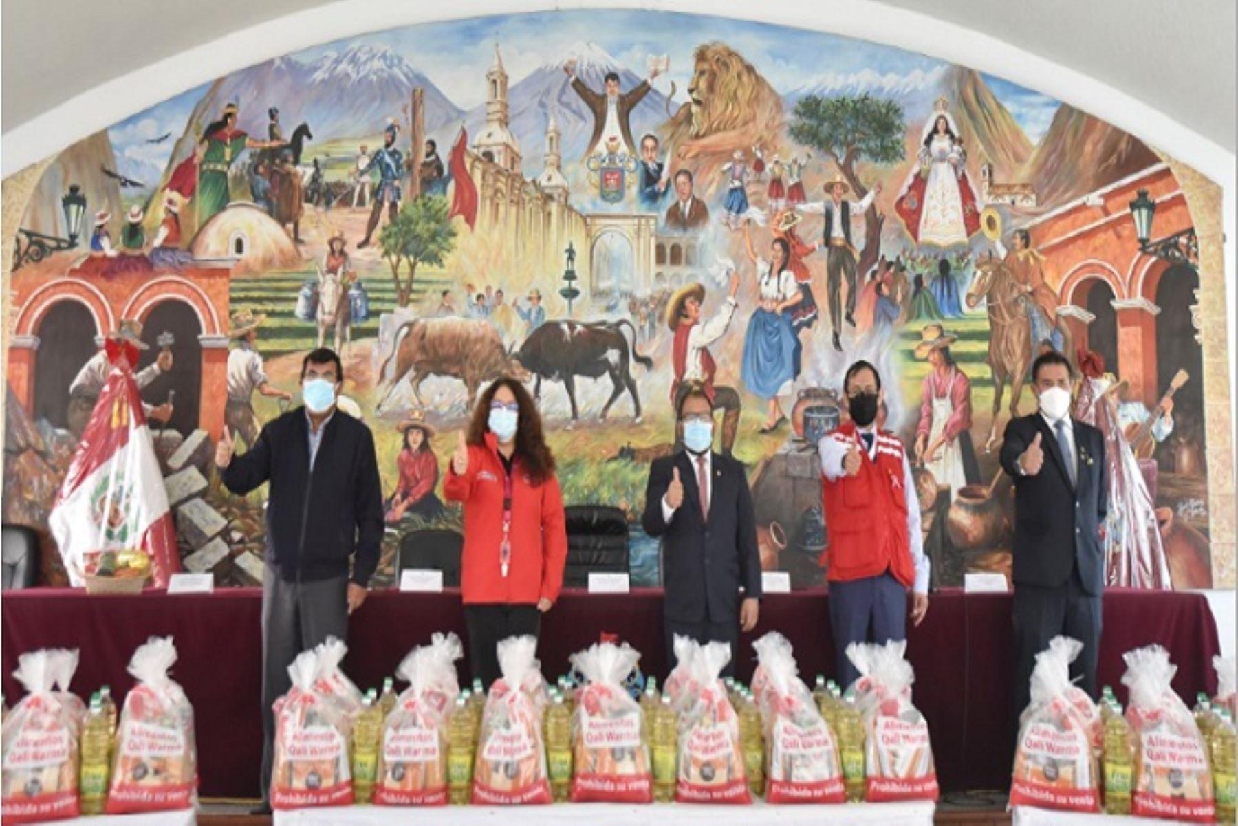 Midis entrega 58.65 toneladas de alimentos a tres municipios de Arequipa