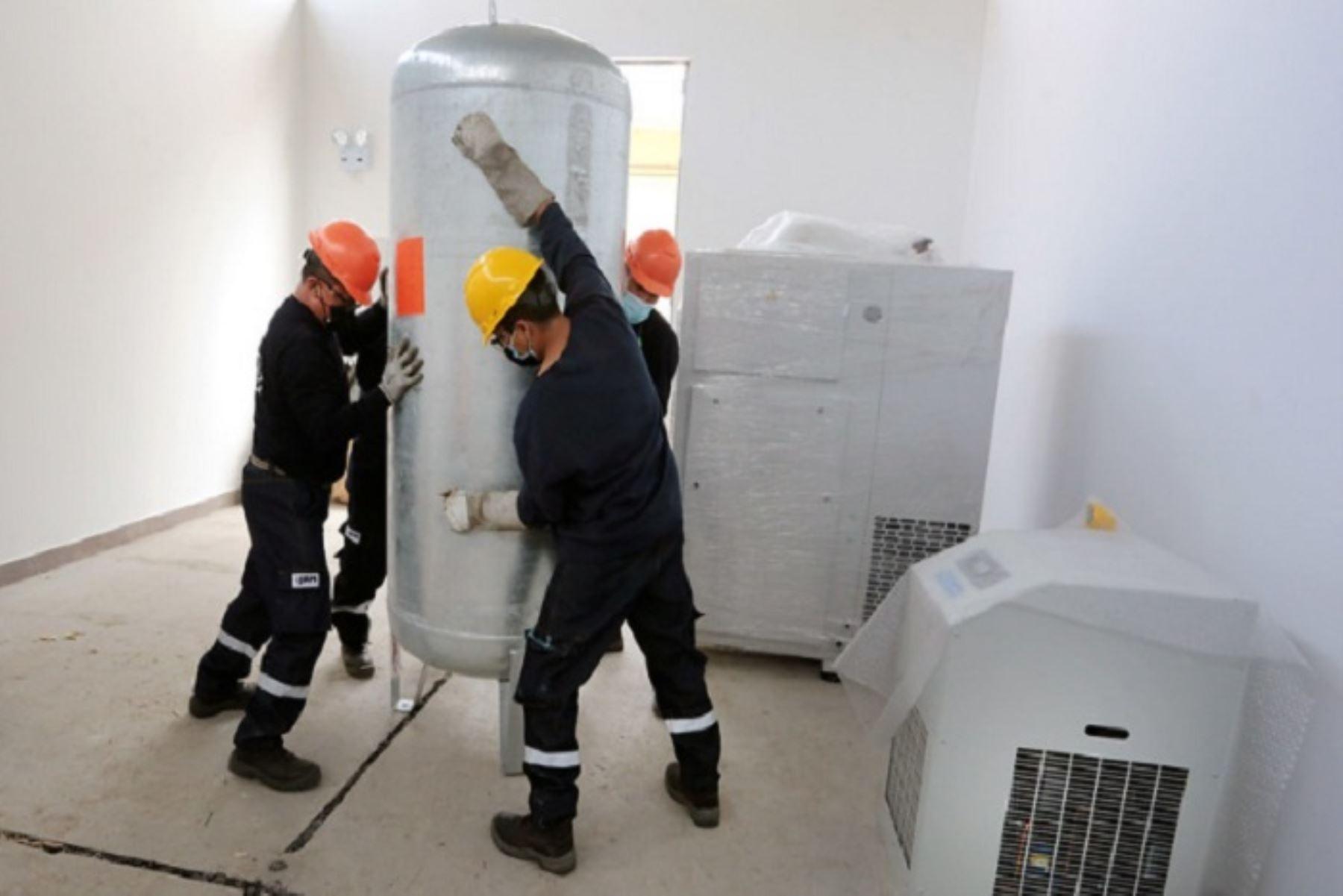 Moderna planta de oxígeno medicinal tiene una capacidad de producción de 20 metros cúbicos hora, para abastecer 40 cilindros de 10 metros cúbicos por día.