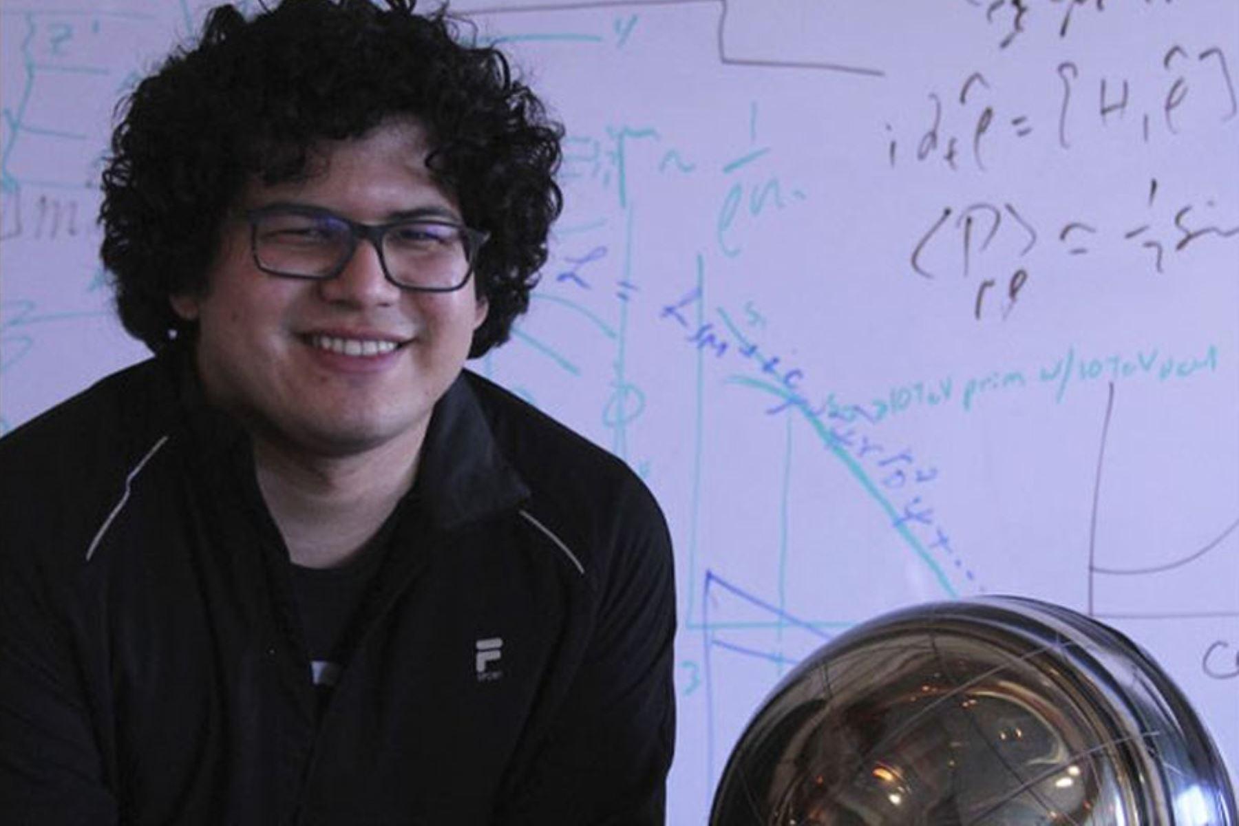 La física de partículas trata de entender cuáles son los componentes más fundamentales de la naturaleza, precisa el físico peruano Carlos Argüelles.