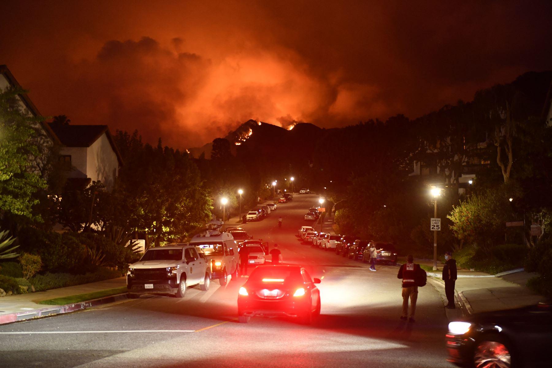 El mayor incendio activo en EE. UU. supera las 80,000 hectáreas calcinadas