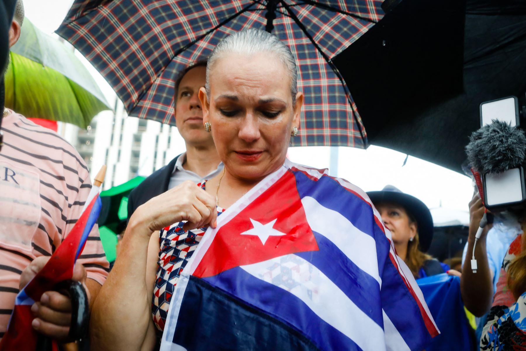 """Cuba tacha protestas de \""""disturbios\"""" y atribuye corte de internet a la crisis"""