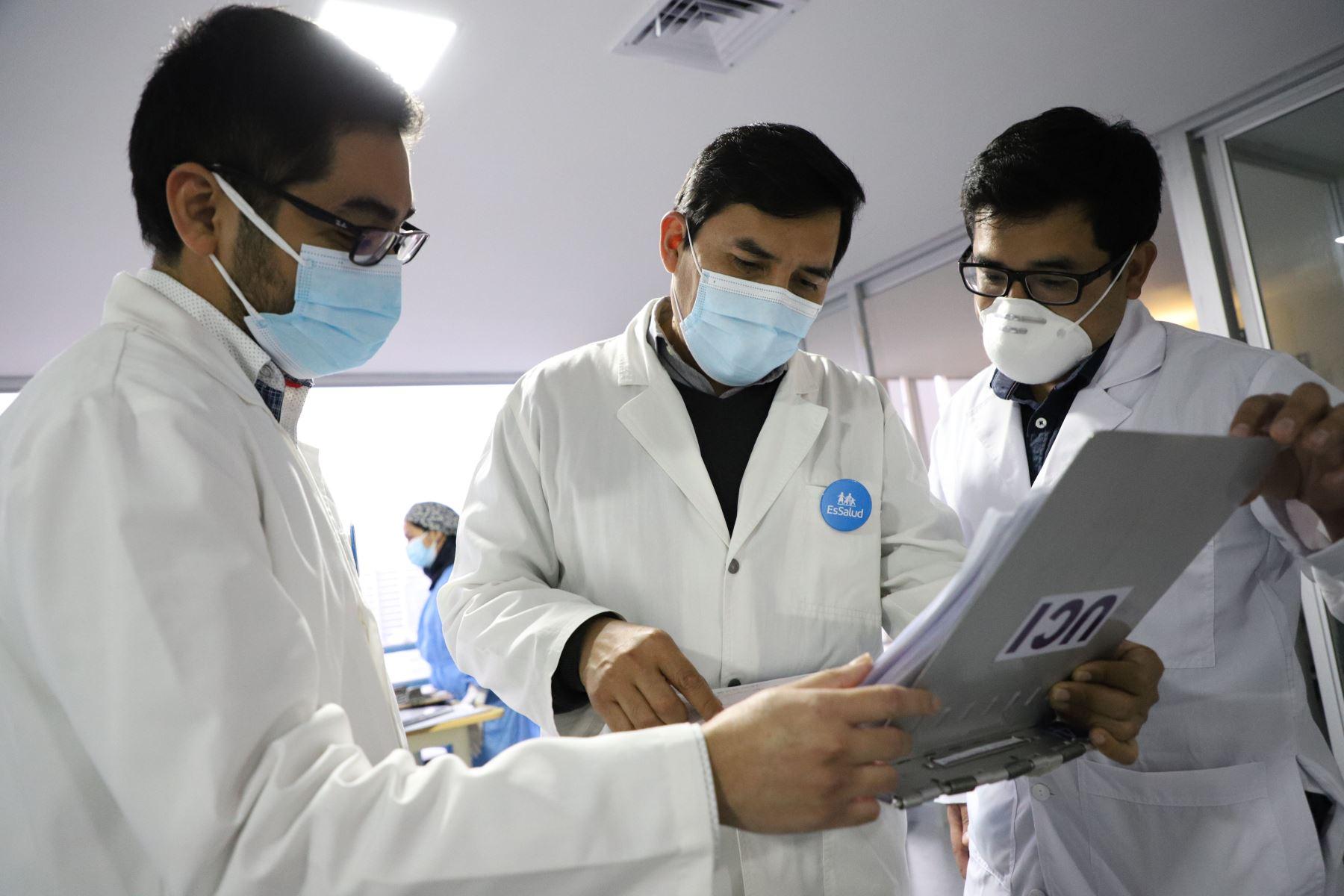 EsSalud: 181 médicos residentes del Bicentenario se graduaron en Hospital Rebagliati