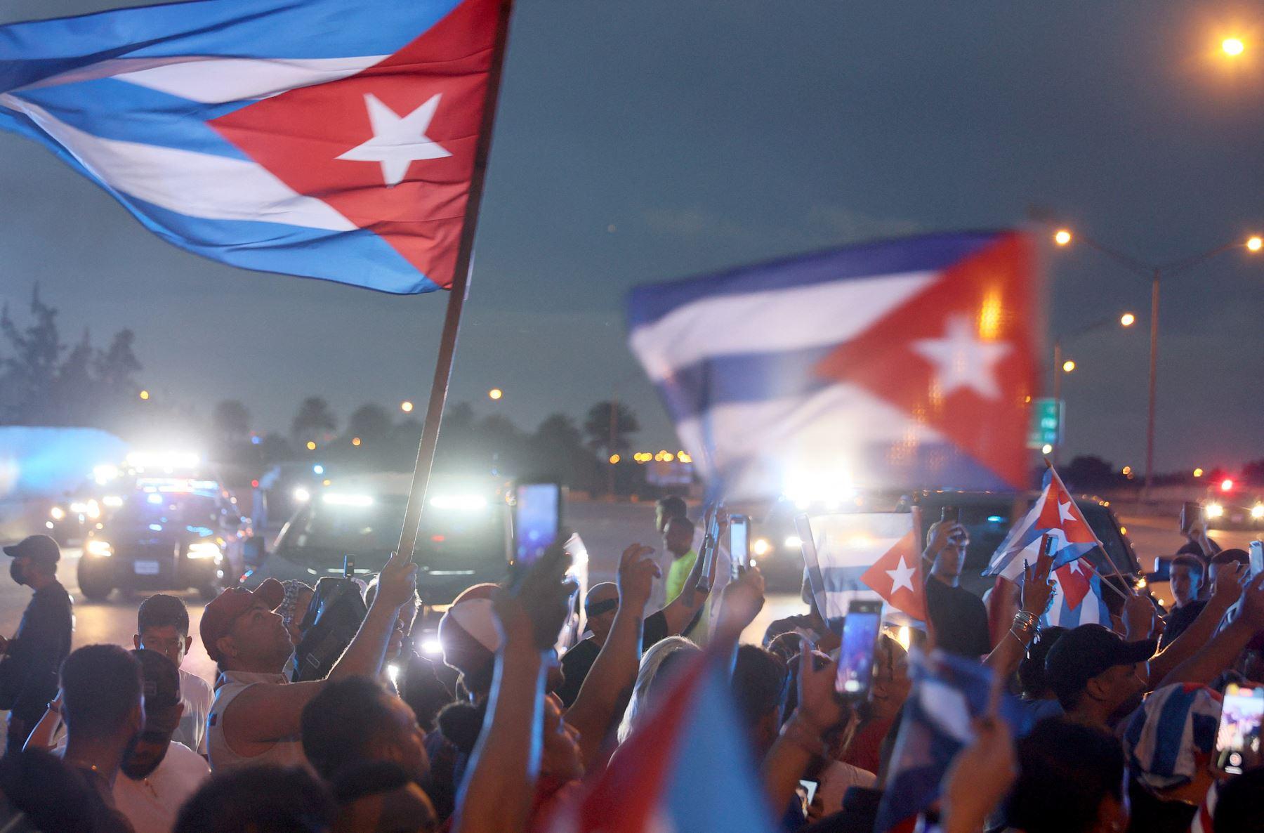 El domingo, miles de cubanos salieron a las calles de todo el país para protestar por las restricciones pandémicas, el ritmo de las vacunas Covid-19 y el gobierno cubano. Foto: AFP