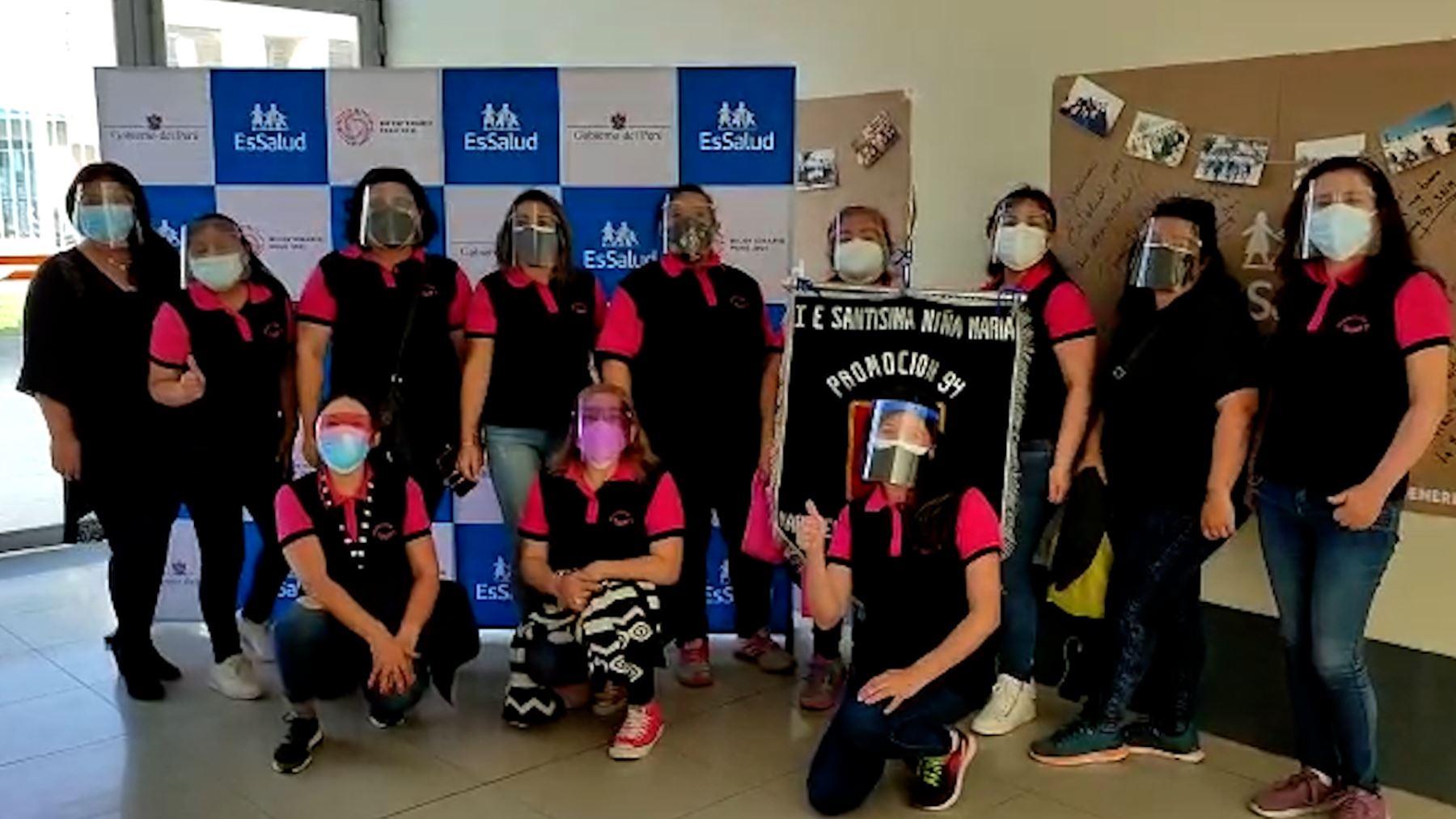 Tacna: promociones de exalumnos acuden a vacunarse contra la covid-19