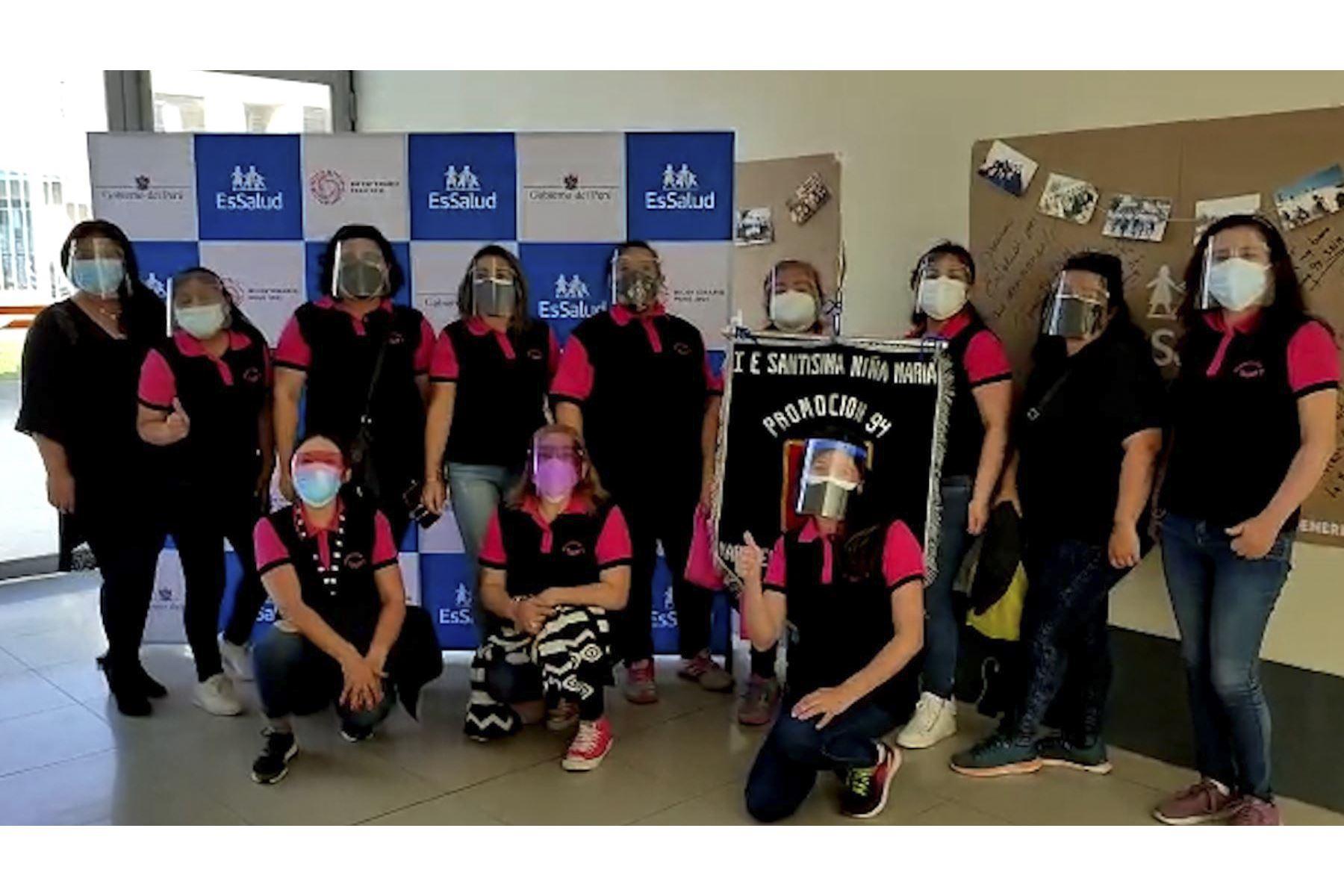 Tacna: promociones de exalumnos acuden a vacunarse contra el covid-19