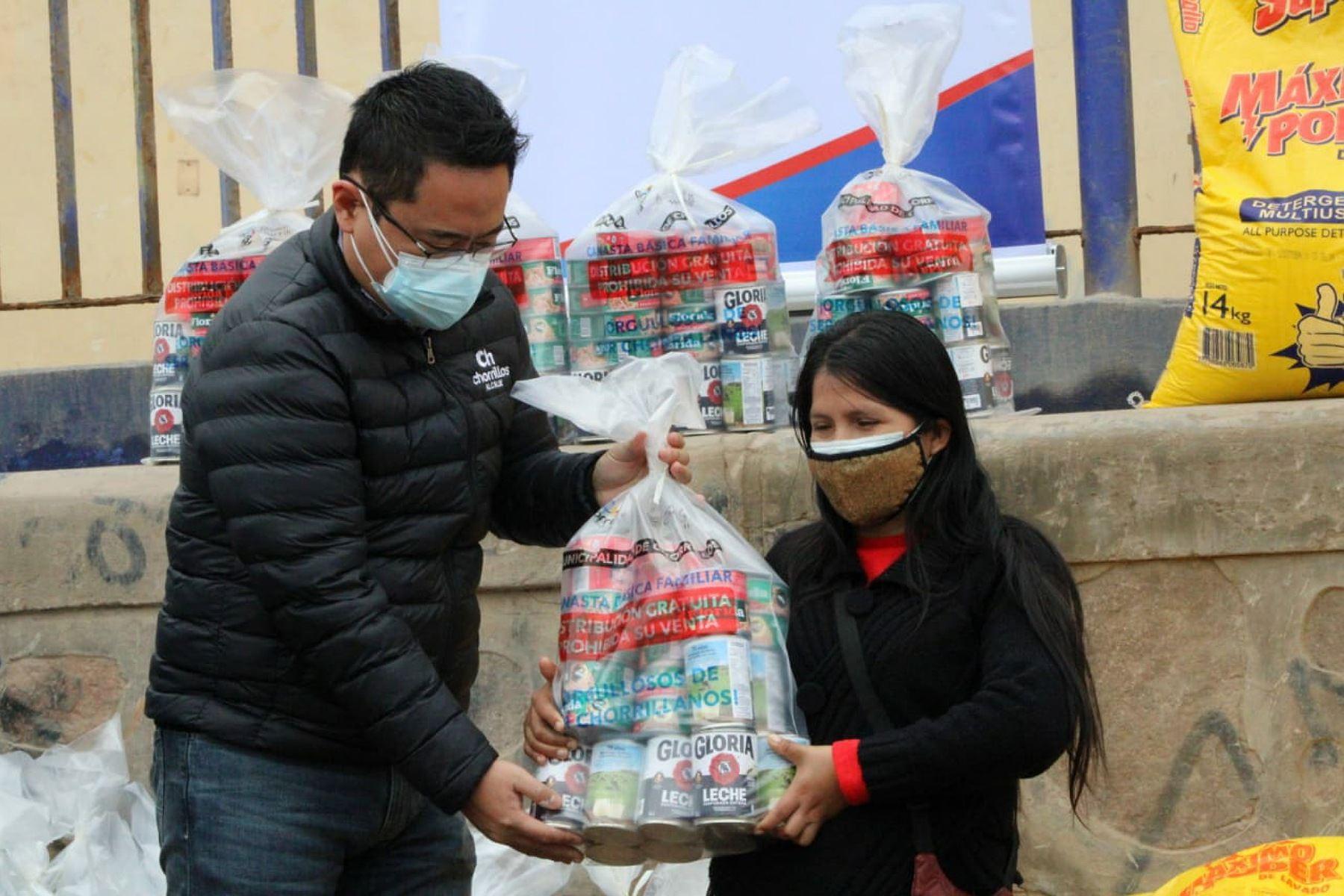 Dos mil personas se benefician con 25 ollas comunes en el distrito de Chorrillos