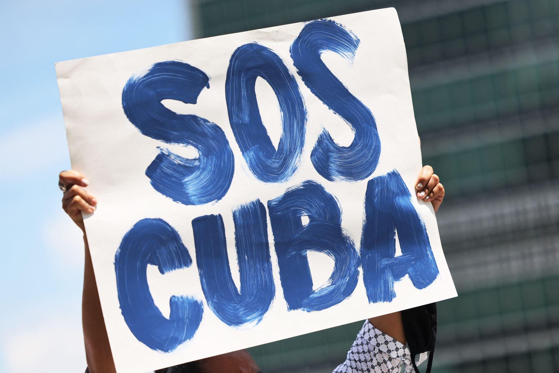 """En Uruguay, el Partido Comunista consideró las movilizaciones como """"nuevos intentos desestabilizadores promovidos por el imperialismo norteamericano"""". Foto: AFP"""