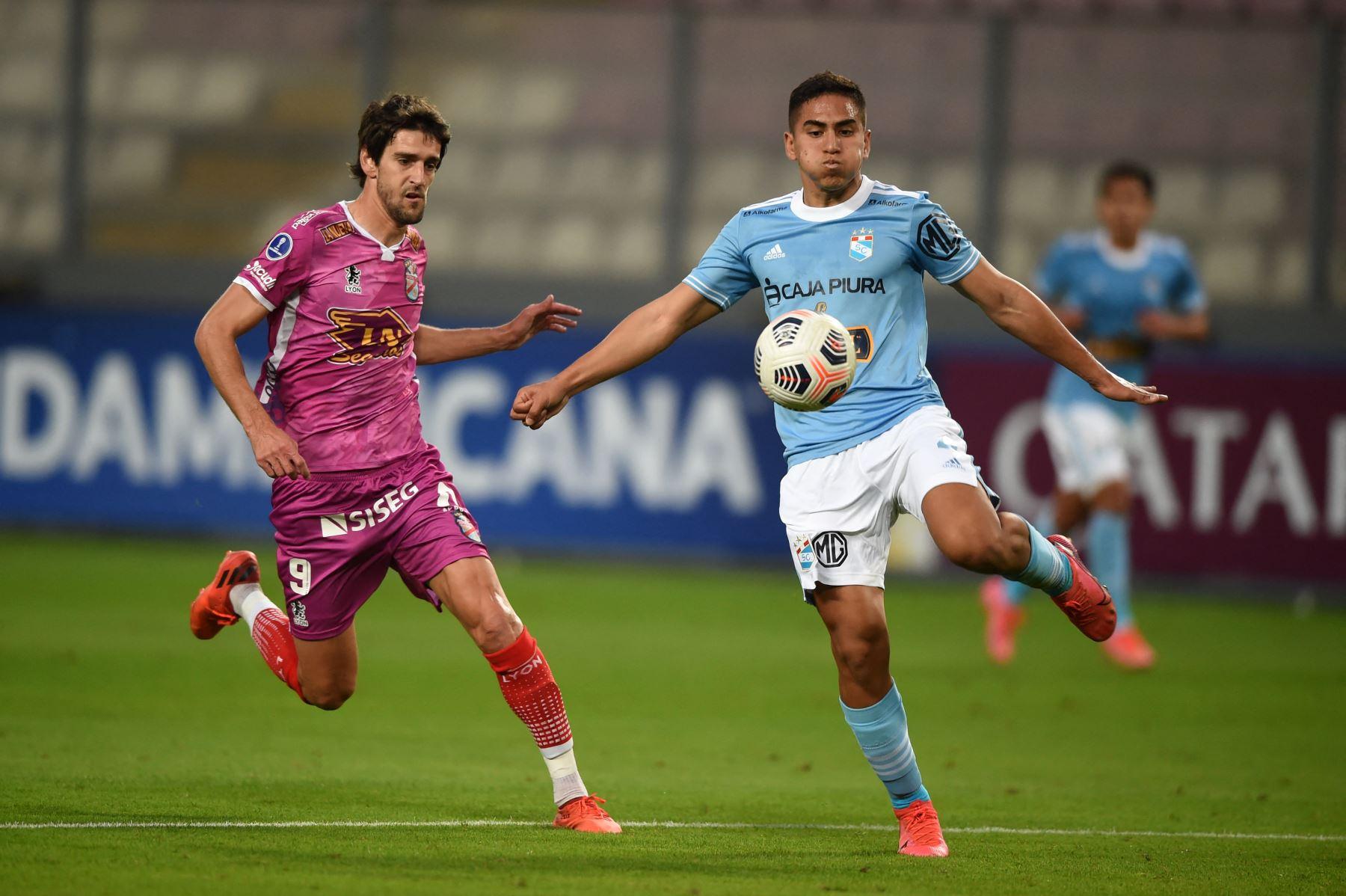 Cristal vence por 2-1 al Arsenal de Argentina por octavos de final de la Sudamericana