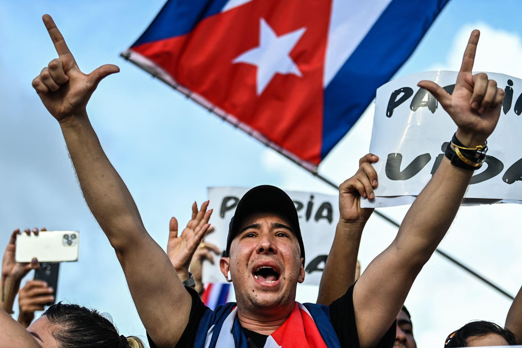 Cuba autoriza a viajeros libre importación de medicinas, alimentos y aseos