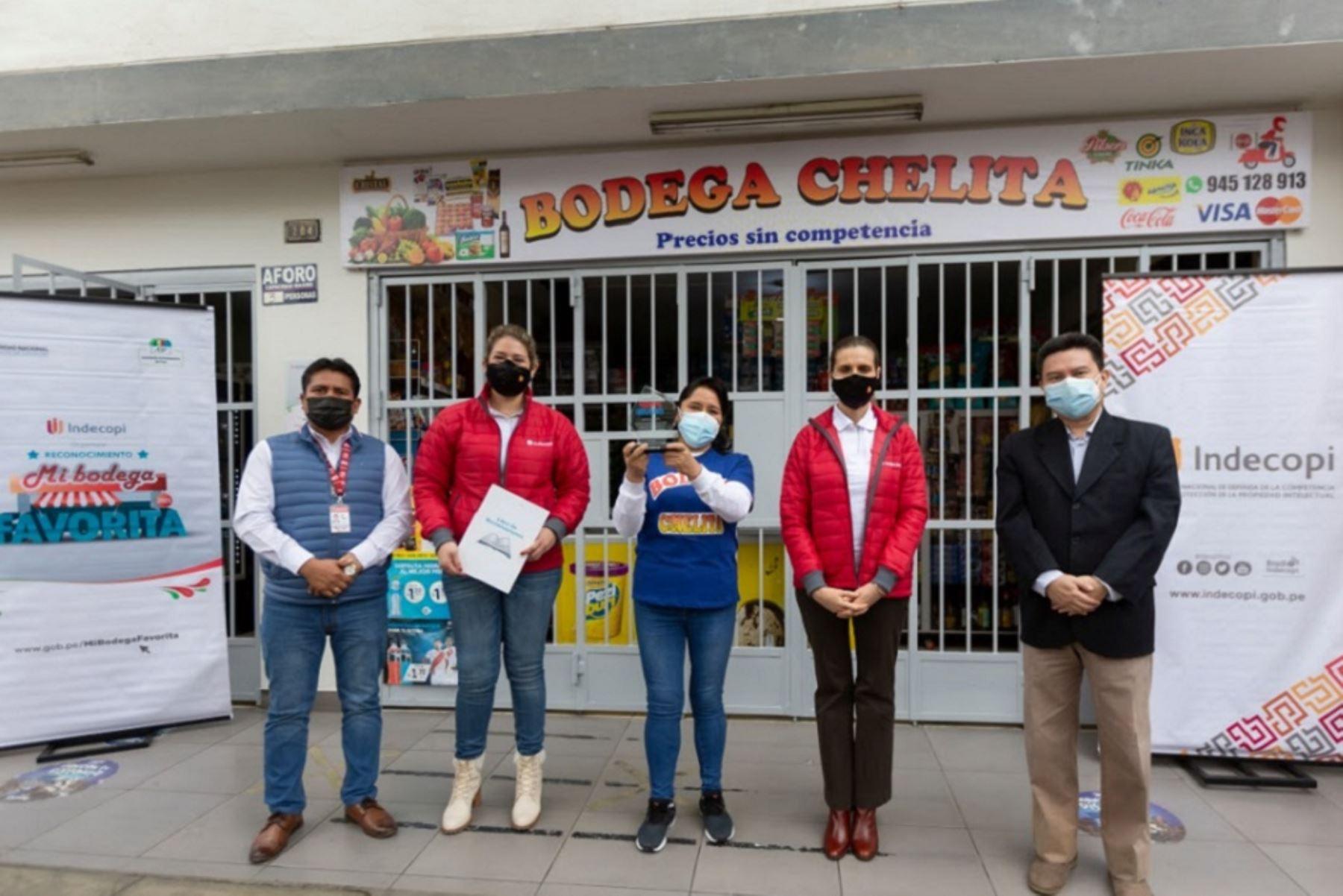 """Indecopi premia a Bodega """"Chelita"""" en Ate, Lima, por buenas prácticas comerciales y sanitarias. Foto: Cortesía."""