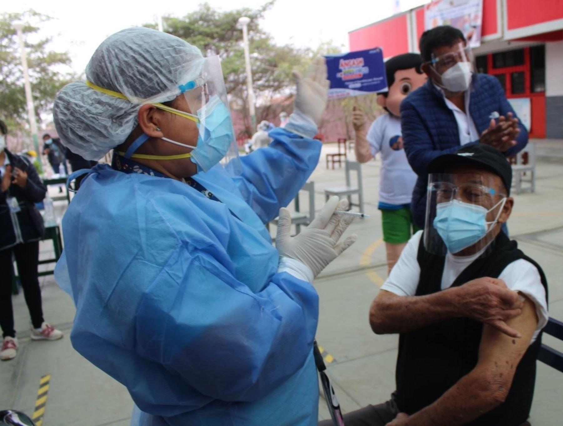 Chimbote se prepara para vacunatón de 24 horas que atenderá a mayores de 50 años a más