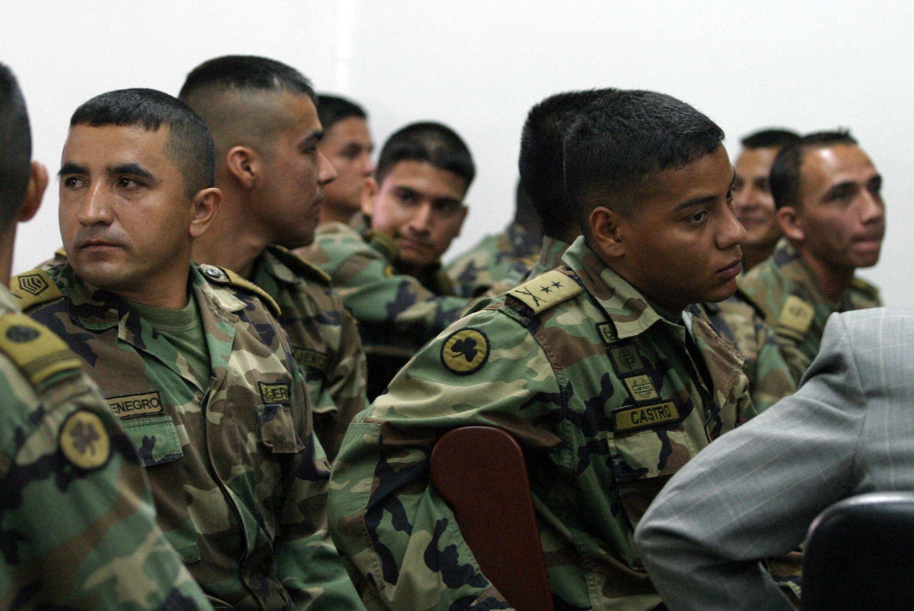 25 militares colombianos deberán responder por centenares de asesinatos de civiles