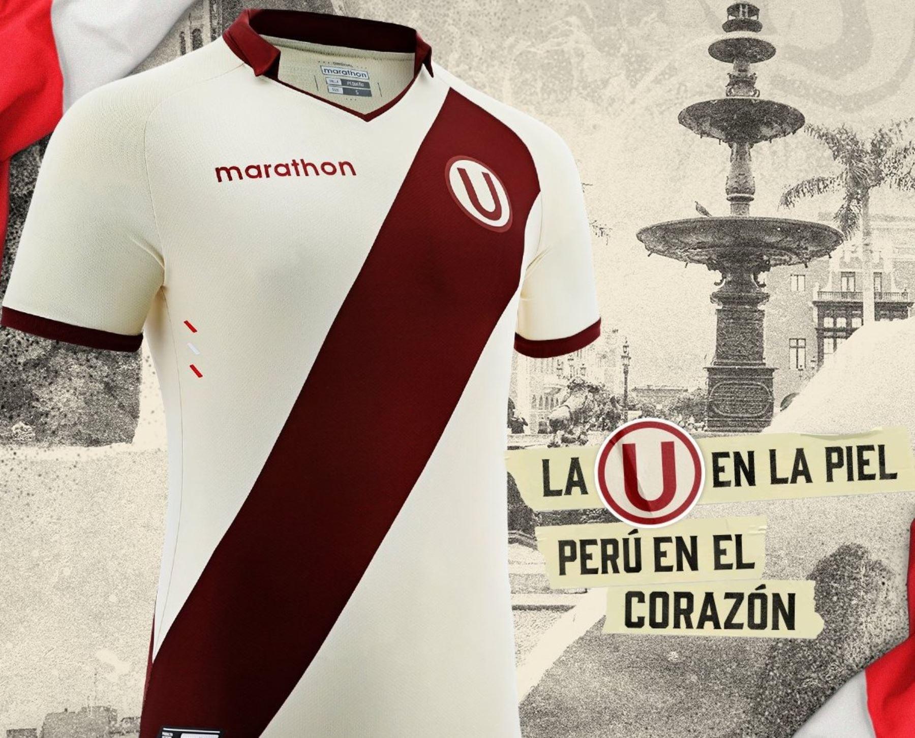 Camiseta de Universitario que conmemora el Bicentenario del Perú