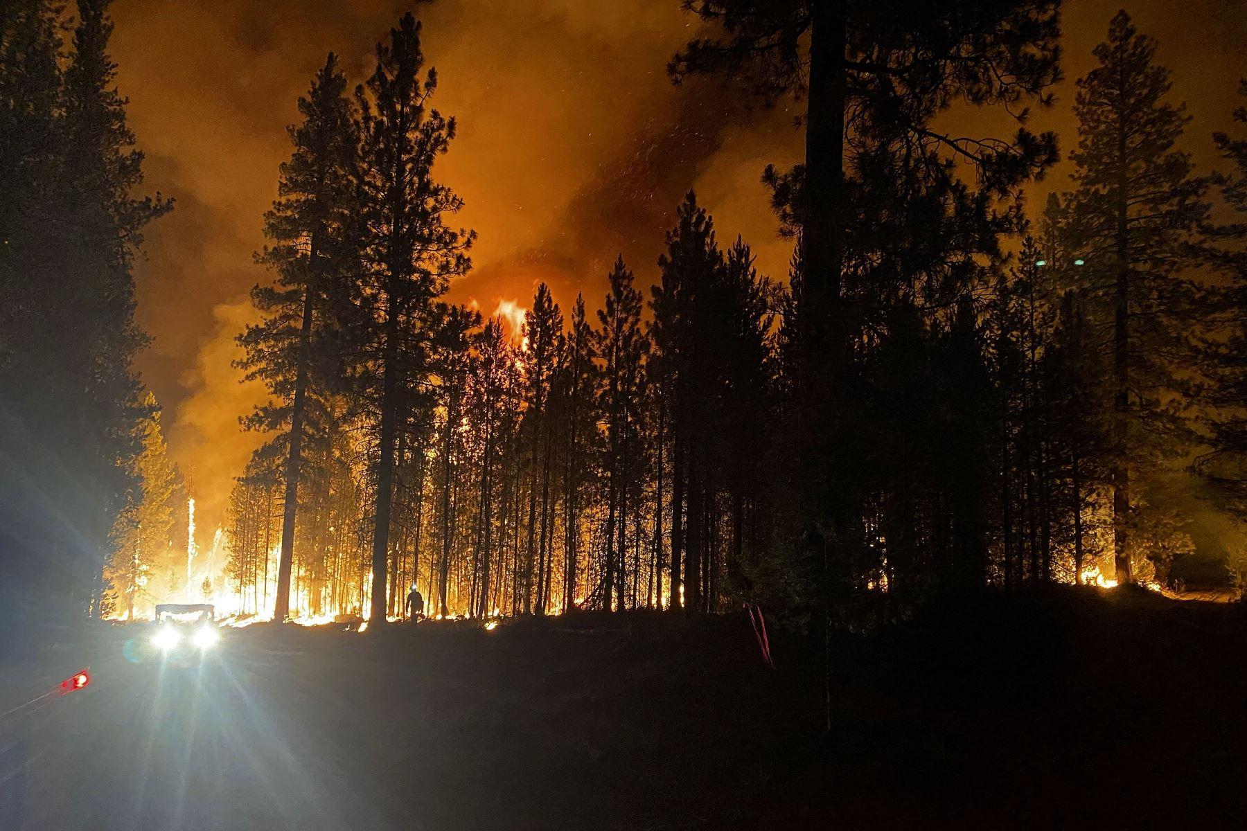 Incendios \'extremos\' y denso humo invaden el oeste de EE. UU. y Canadá