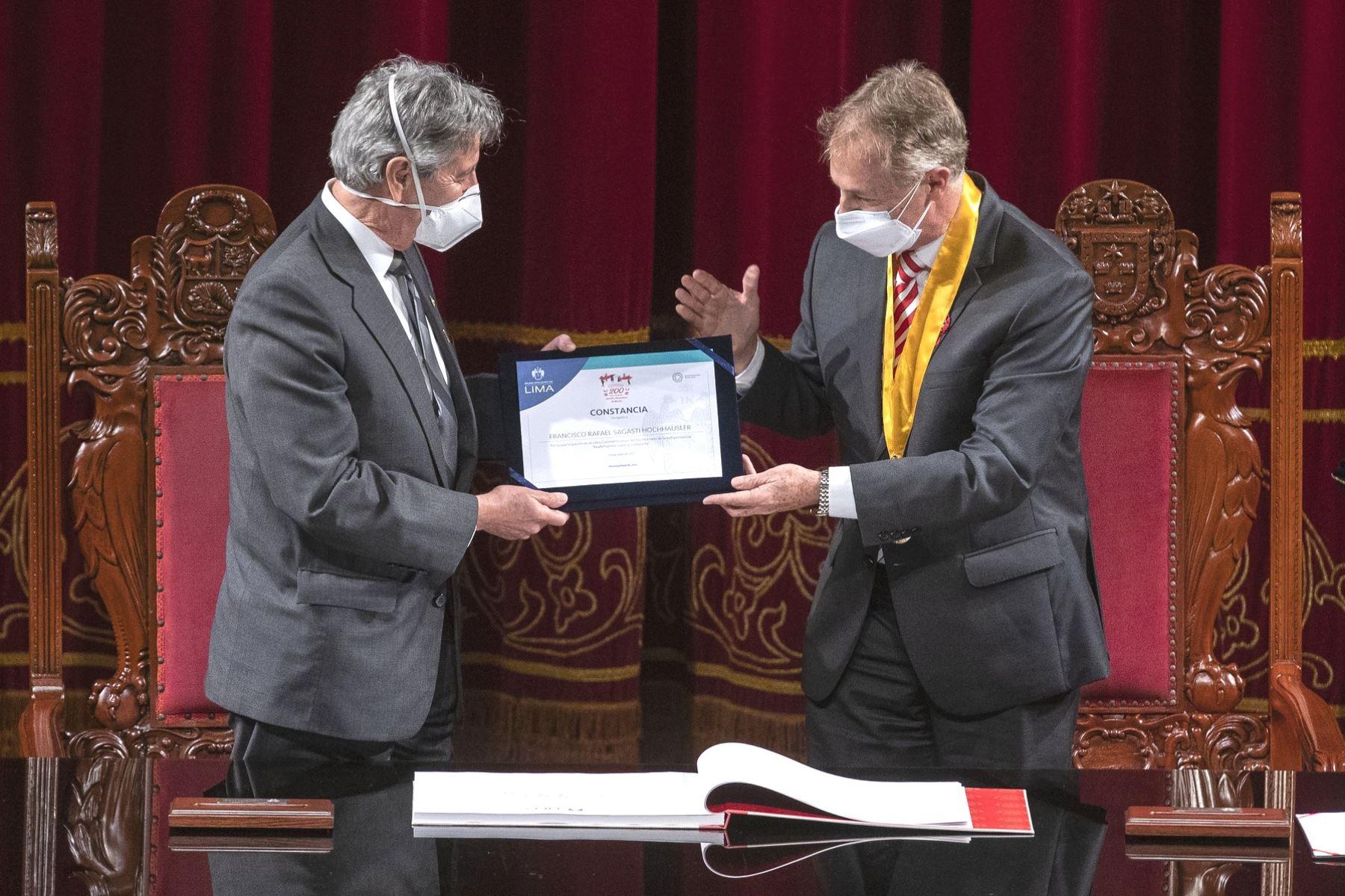 Autoridades firmaron el Libro Conmemorativo de la Independencia del Perú