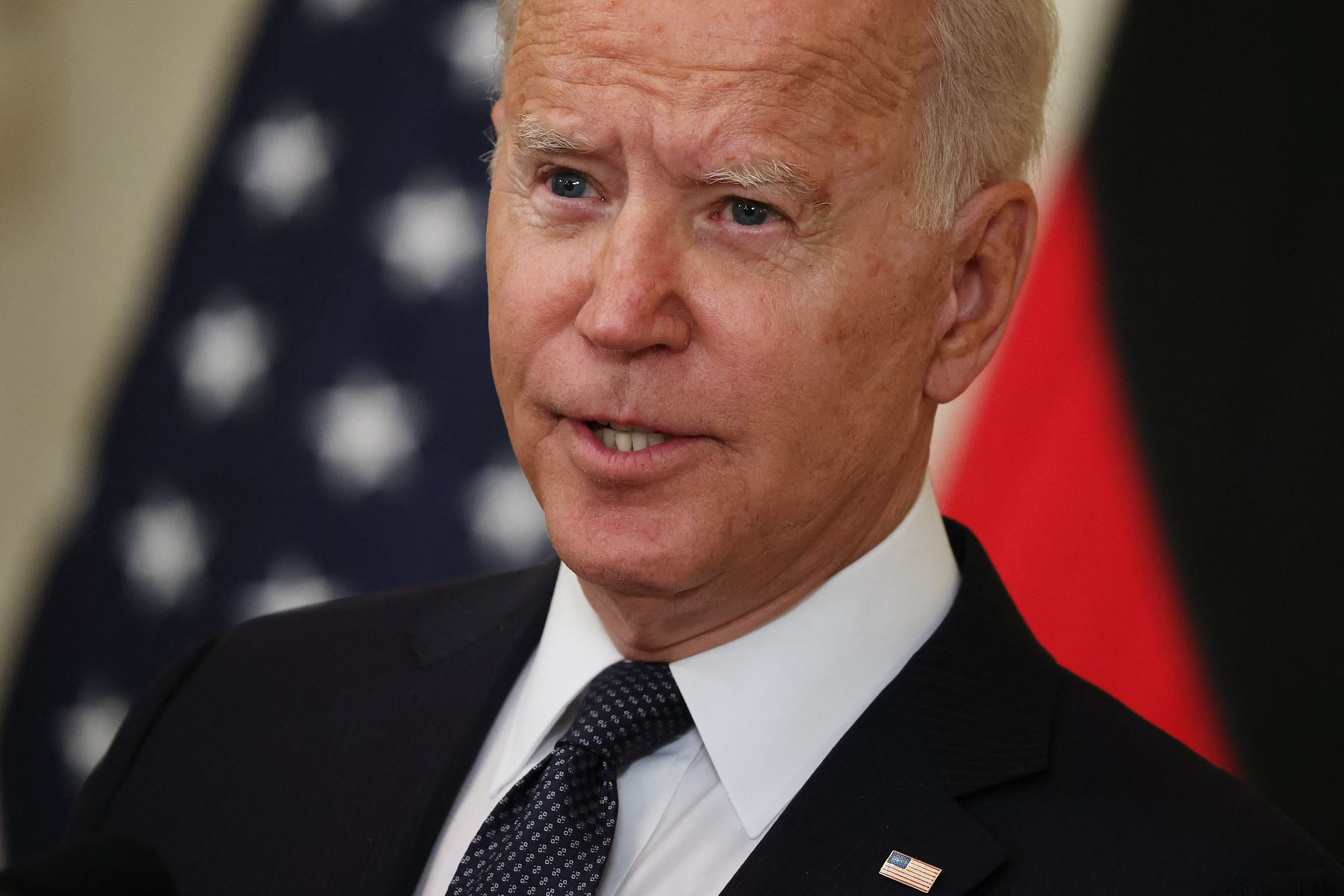Biden afirma que EE. UU. estudia cómo restaurar la señal de internet en Cuba