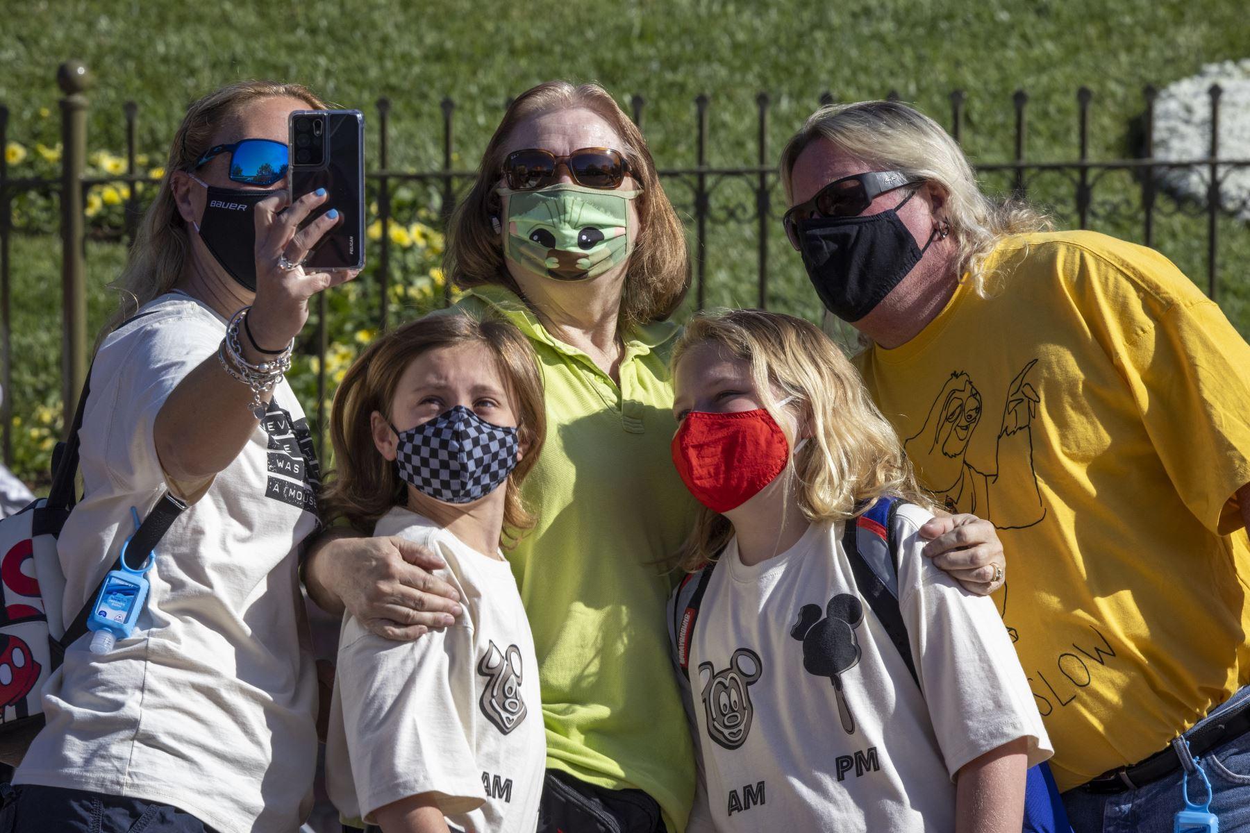 Vacuna o no, mascarilla es nuevamente obligatoria en recintos de Los Ángeles