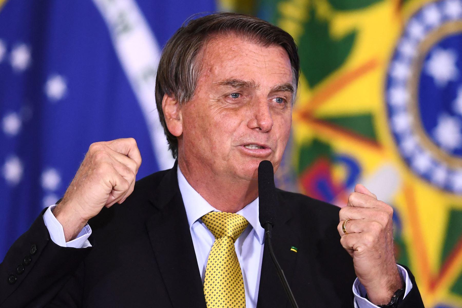"""Evolución \""""satisfactoria\"""" de Bolsonaro, que sigue internado en Brasil"""