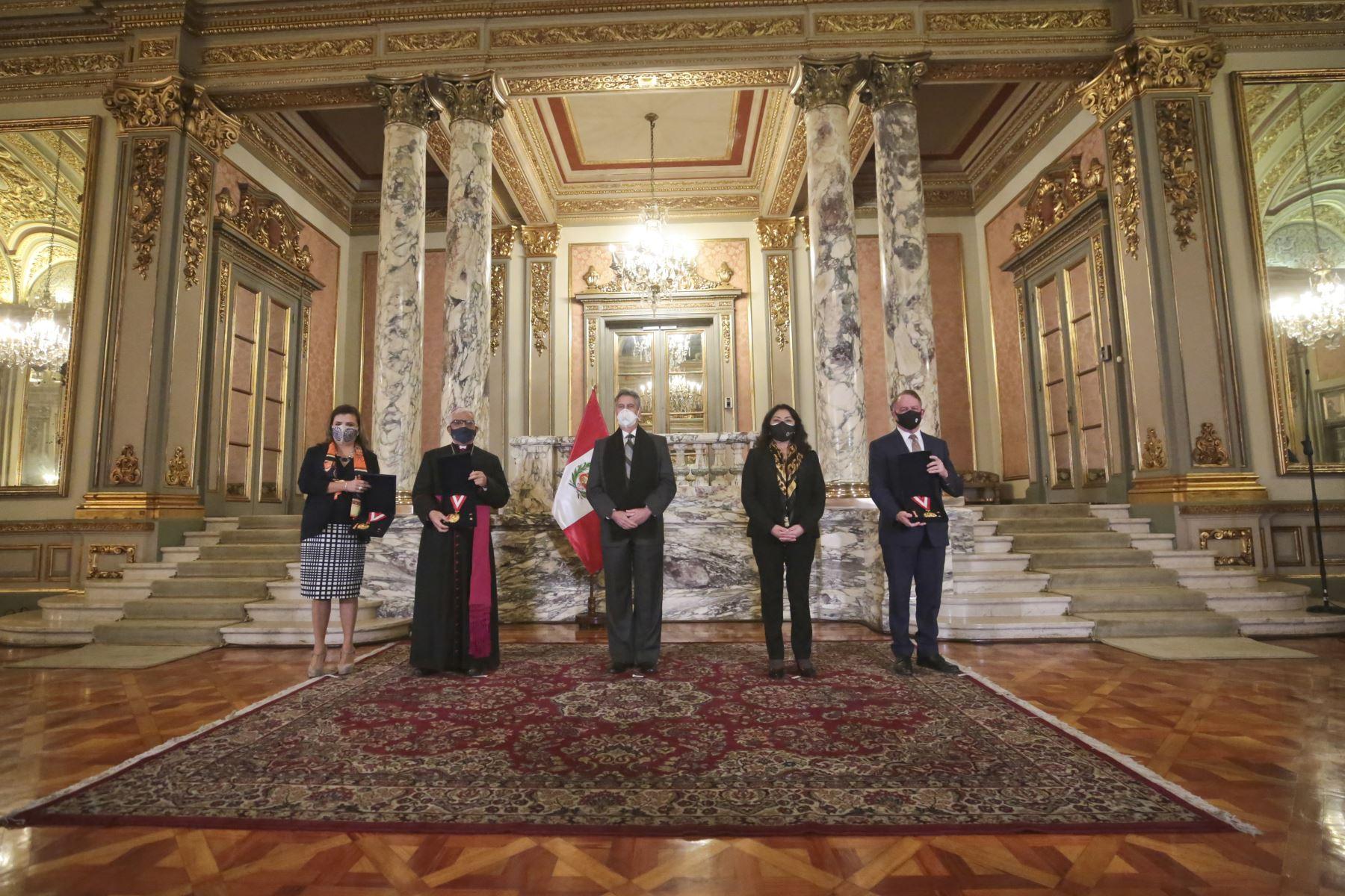 Ejecutivo entrega Medalla al Mérito Ciudadano a tres organizaciones
