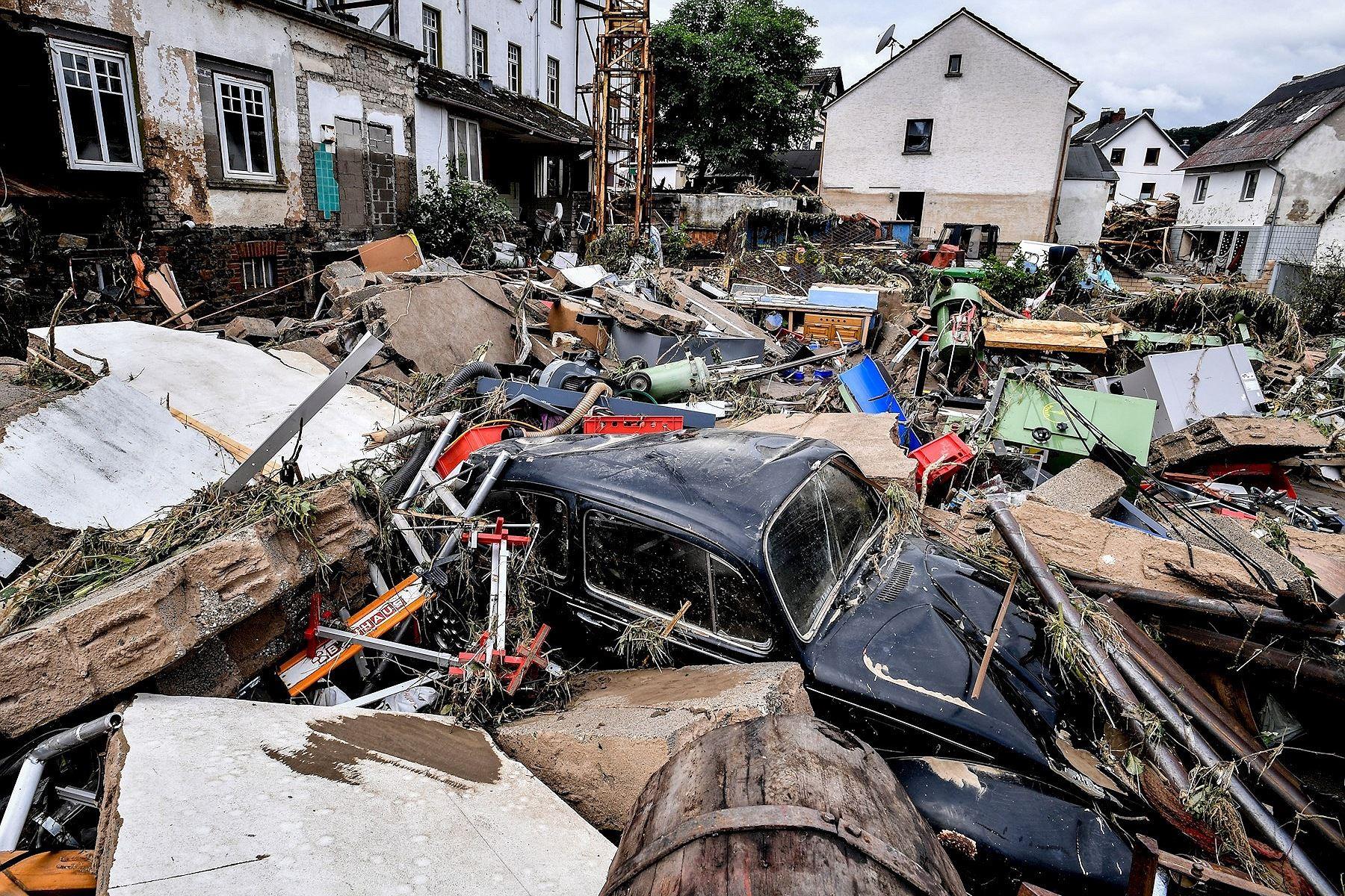 Inundaciones alemanas suman 143 muertos y plasman el combate climático
