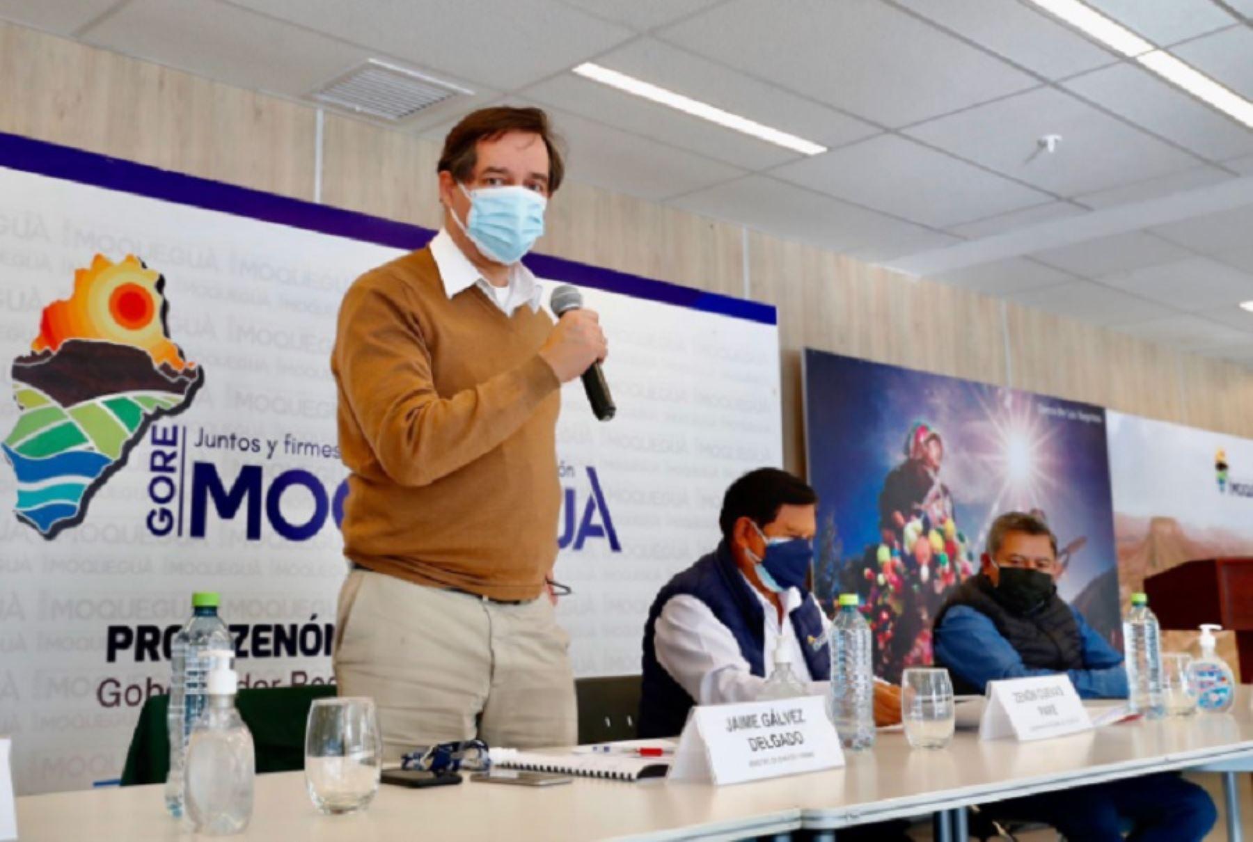 El ministro de Energía y Minas, Jaime Gálvez, lideró una comitiva que llegó a la sede del Gobierno Regional de Moquegua para informar sobre el avance de las acciones desarrolladas para atender la problemática ambiental en el río Coralaque. Foto: Ministerio de Energía y Minas.
