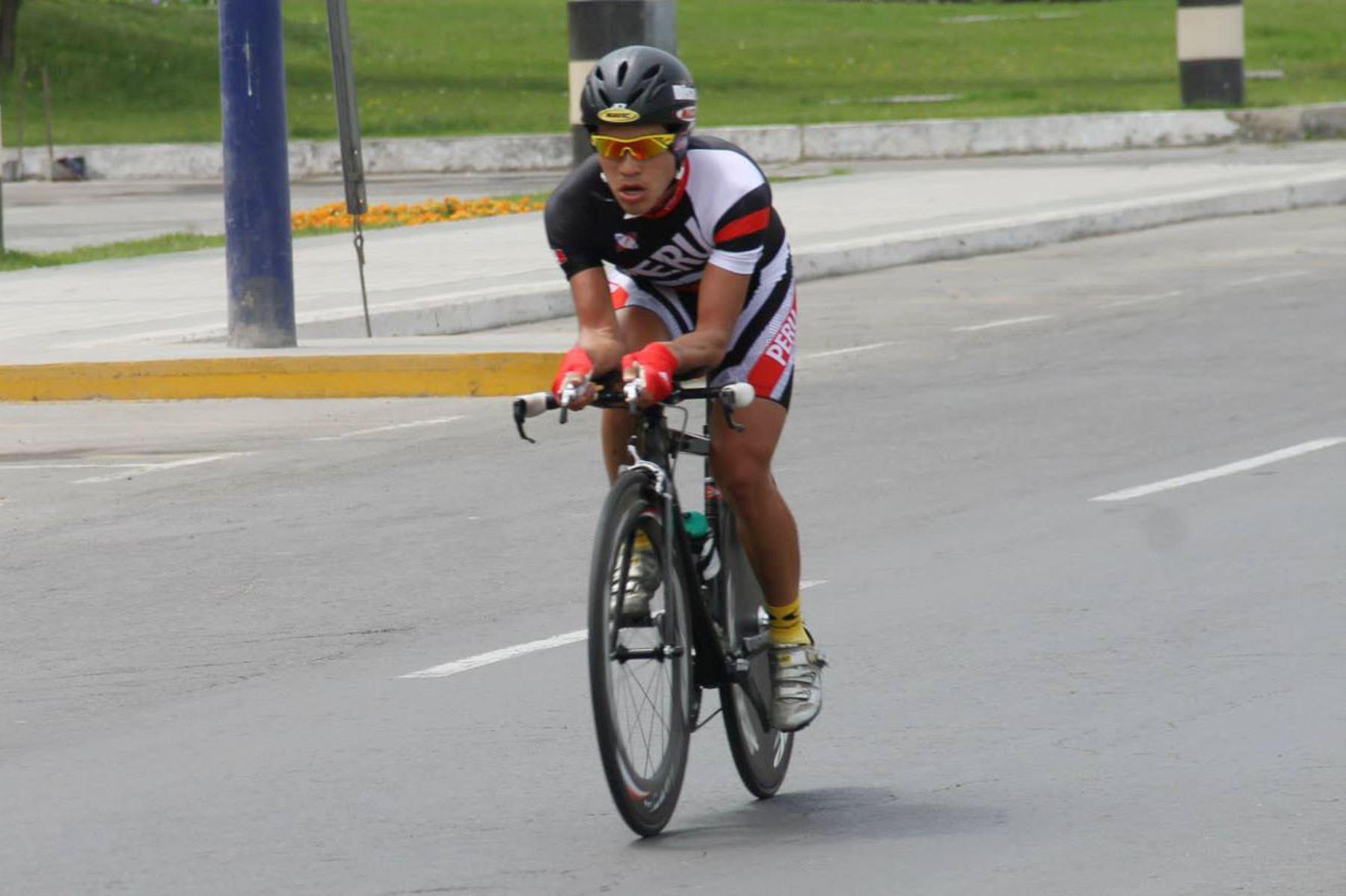 Royner Navarro, deportista nacional que clasificó a los Juegos Olímpicos Tokio 2020 en la disciplina de ciclismo – ruta individual. Foto: Facebook