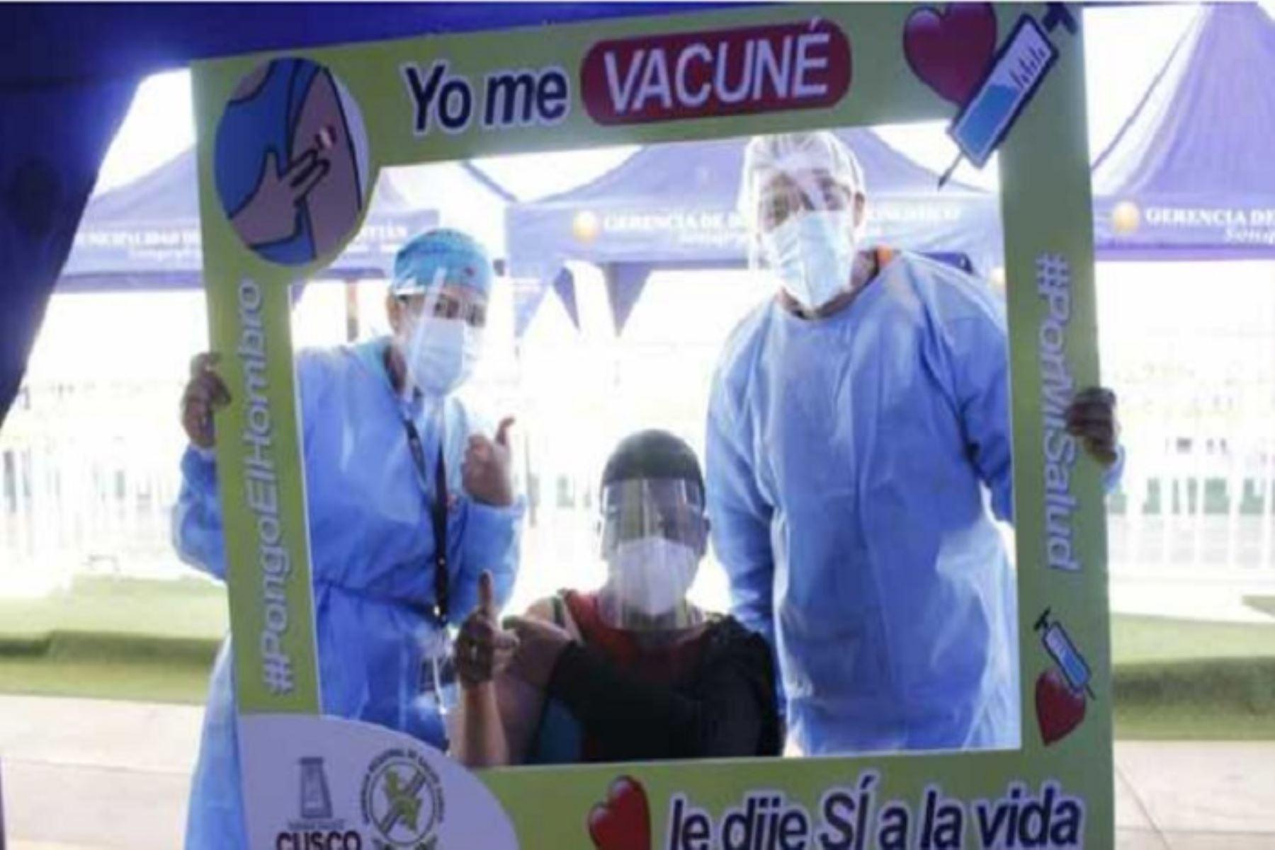 El Ministerio de Salud ha planificado vacunar con las dos dosis contra la covid-19 a 27.4 millones de personas que representan la población objetivo. Foto: Direcciones regionales de Salud.