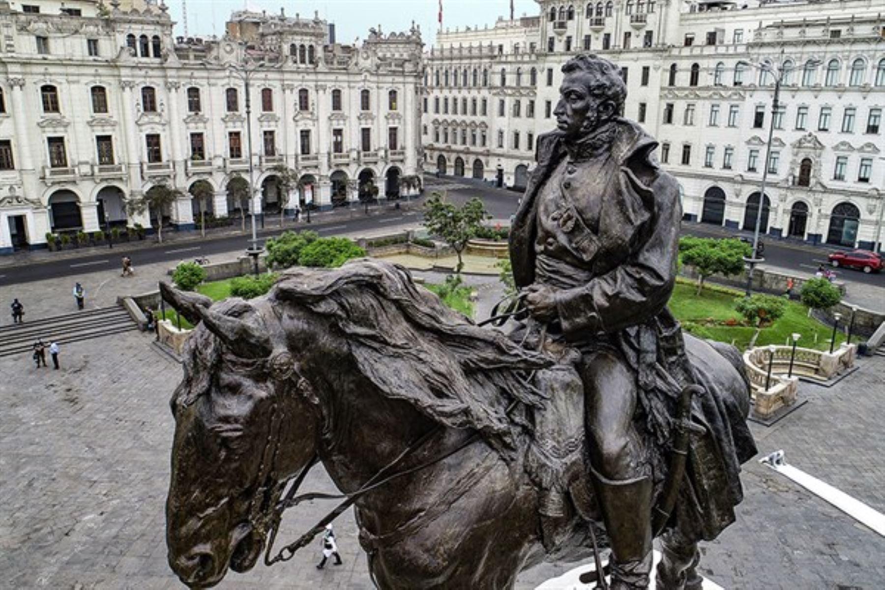 Protegen esculturas en espacio público de Lima