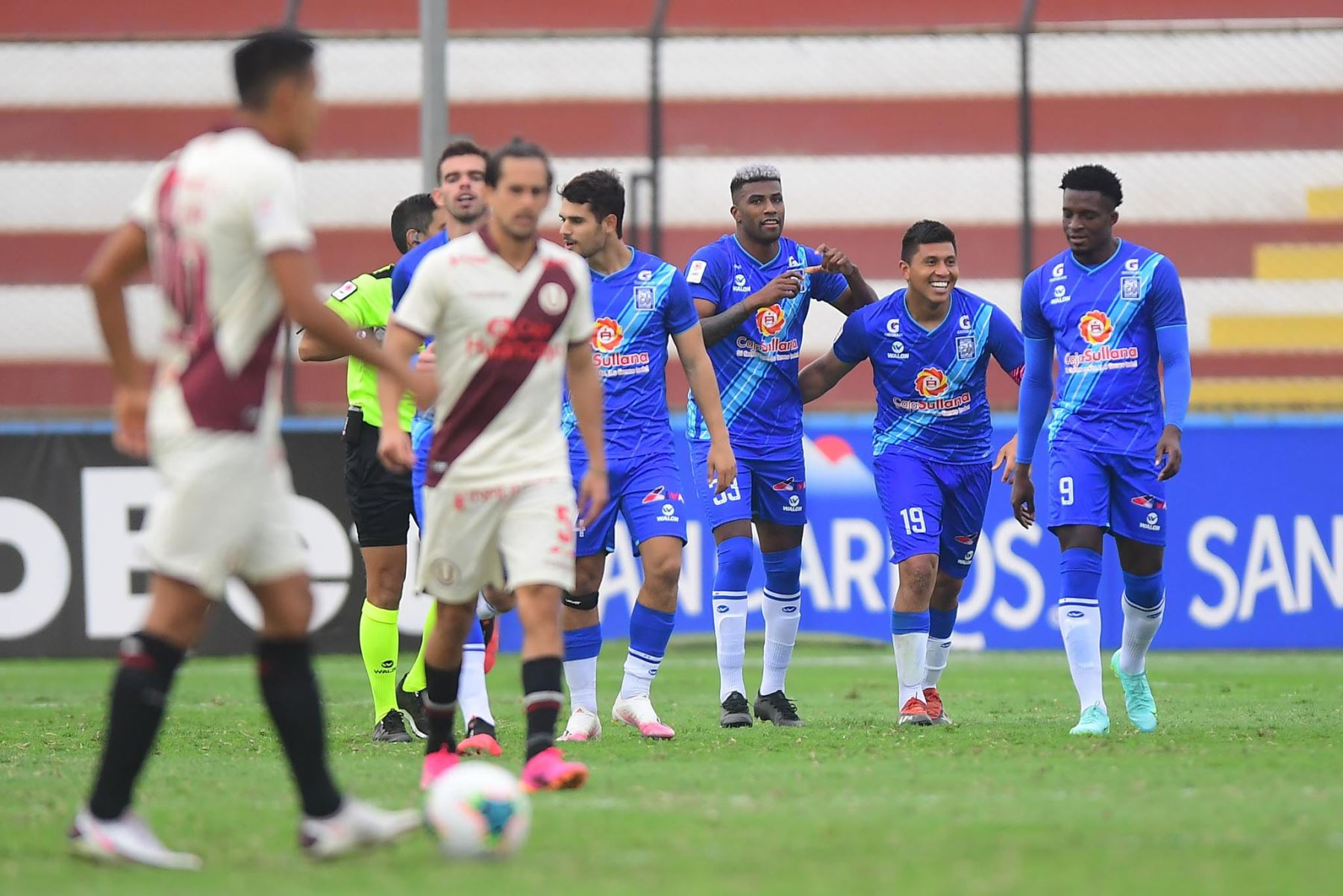 Carlos Ascues de Alianza Atlético marca el 1-1 ante Universitario durante partido por la primera fecha de la Liga 1, en el Estadio Miguel Grau del Callao. Foto: Liga  1