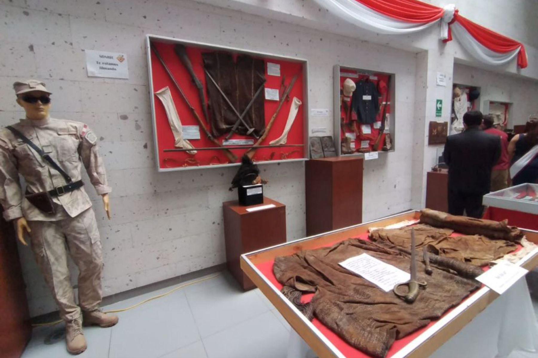 Bicentenario: exhiben en Socabaya prendas y otras piezas usadas en la guerra con Chile