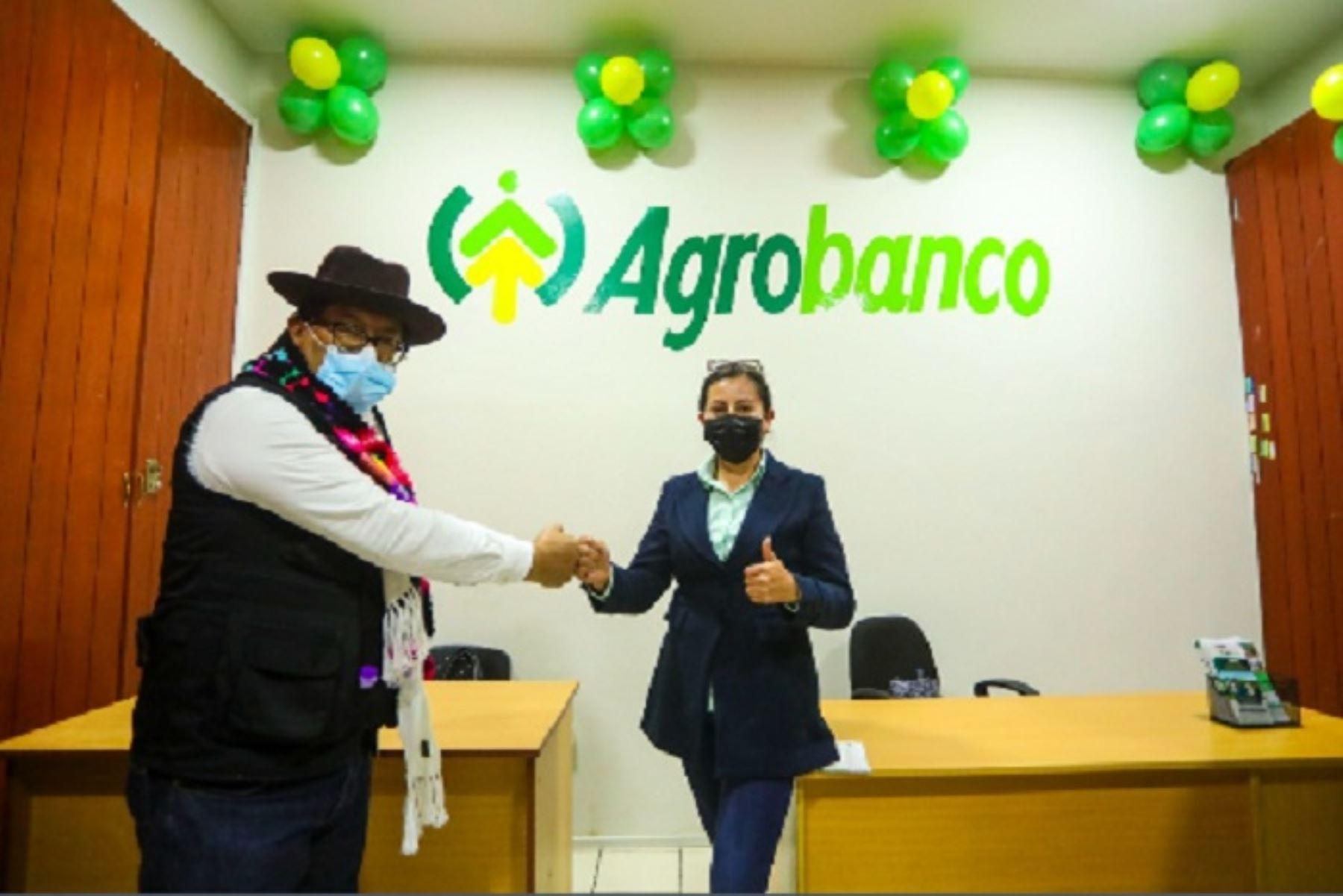 Ministro Federico Tenorio inaugura agencia de Agrobanco en Huancavelica
