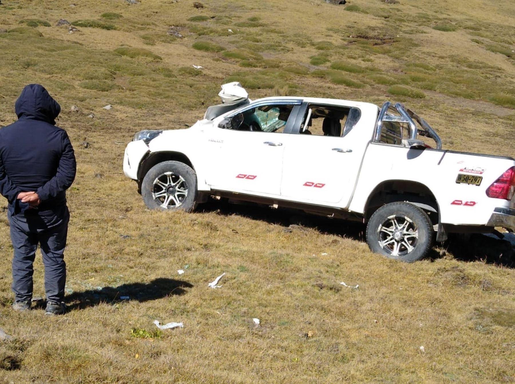 Junín: madre fallece y tres hijos resultan heridos tras vuelco de camioneta en Huancayo