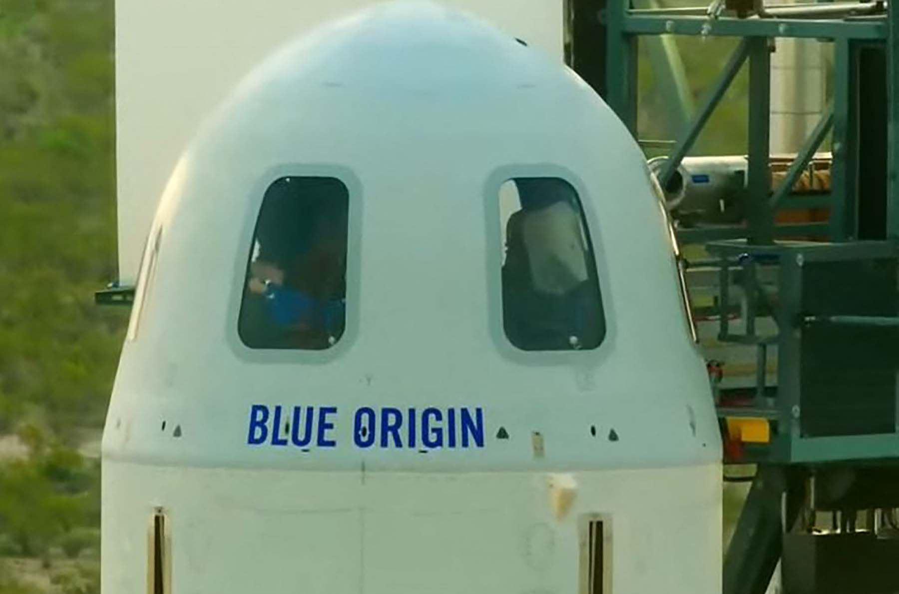 A las 7:47 a.m. (hora peruana) se concluyeron los preparativos y los tripulantes ingresaron a la nave.  Foto: AFP / Blue Origin