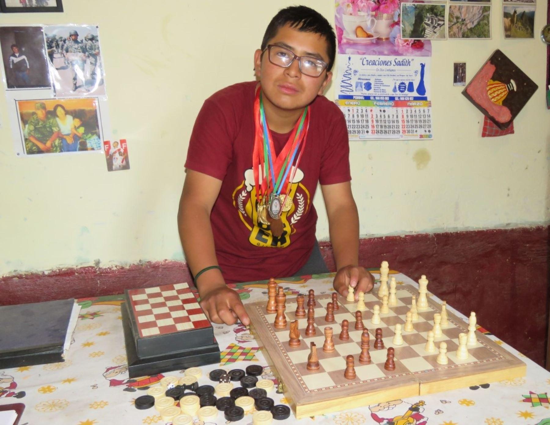 Conoce al joven talento del ajedrez de Cajatambo que sueña con ser campeón mundial