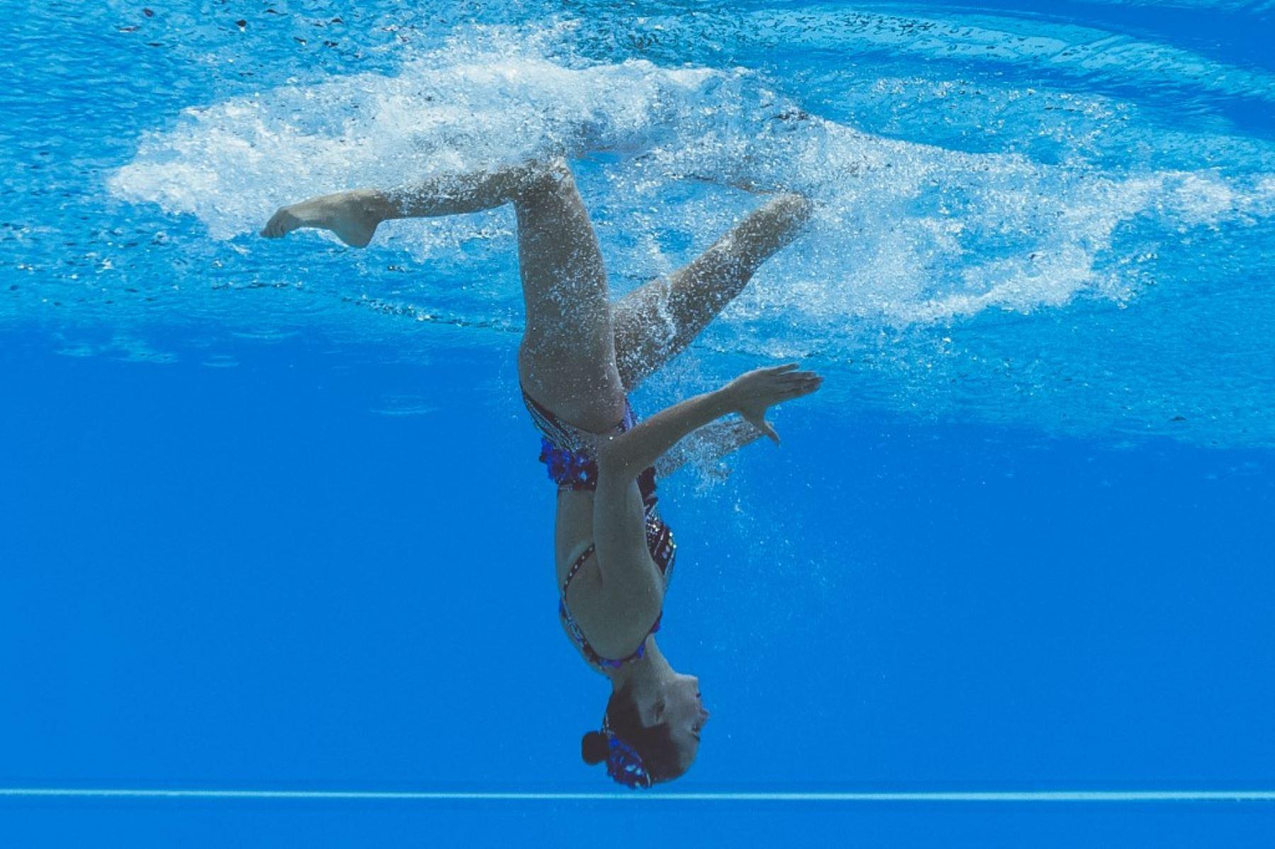 Nadadora crítica a Tokio 2020 por no permitirle llevar a su hijo en período de lactancia