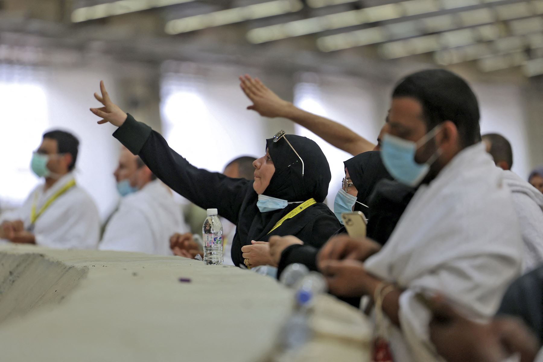 Los adoradores musulmanes arrojaron guijarros durante un ritual simbólico como parte de la peregrinación del Hajj en Mina, cerca de la ciudad sagrada de La Meca, en Arabia Saudita. Foto: AFP
