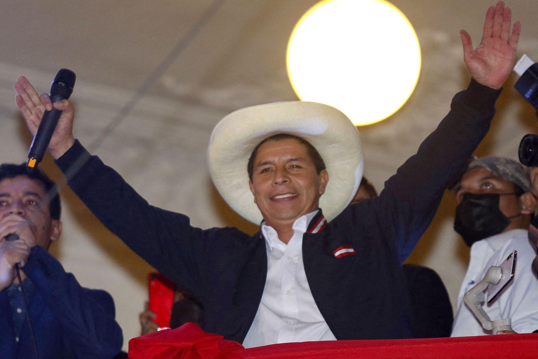 """EE. UU. felicita a Castillo y confía en un \""""exitoso\"""" traspaso de poder en Perú"""