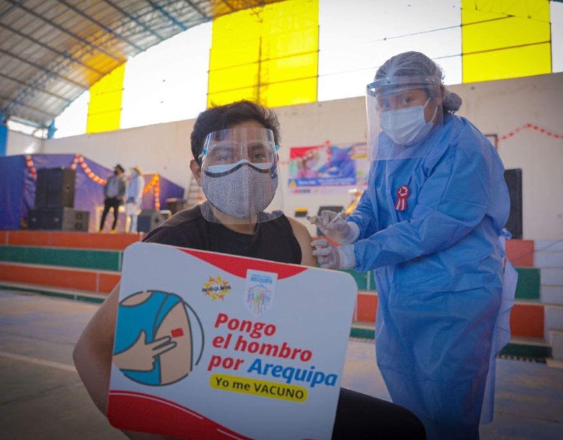 Arequipa da el salto: hoy inició vacunación contra la covid-19 a los mayores de 18 años