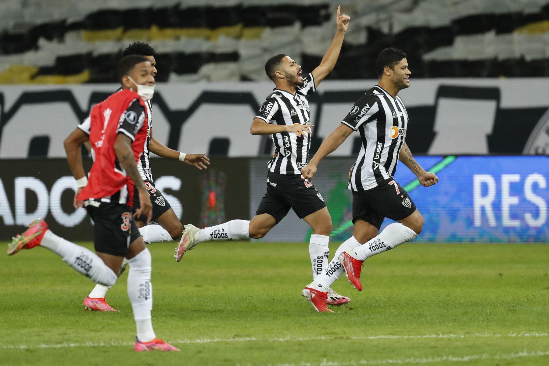 Los jugadores del Atlético Mineiro de Brasil celebran después de derrotar al Boca Juniors de Argentina durante el partido de vuelta de los octavos de final de la Copa Libertadores en el Estadio Minerao en Belo Horizonte, Brasil. Foto: AFP