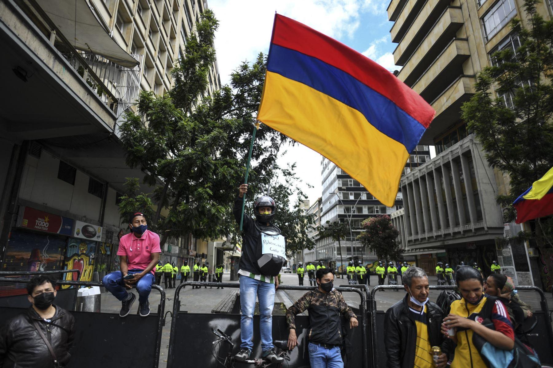 Miles de colombianos retoman presión contra gobierno ante nuevo plan tributario