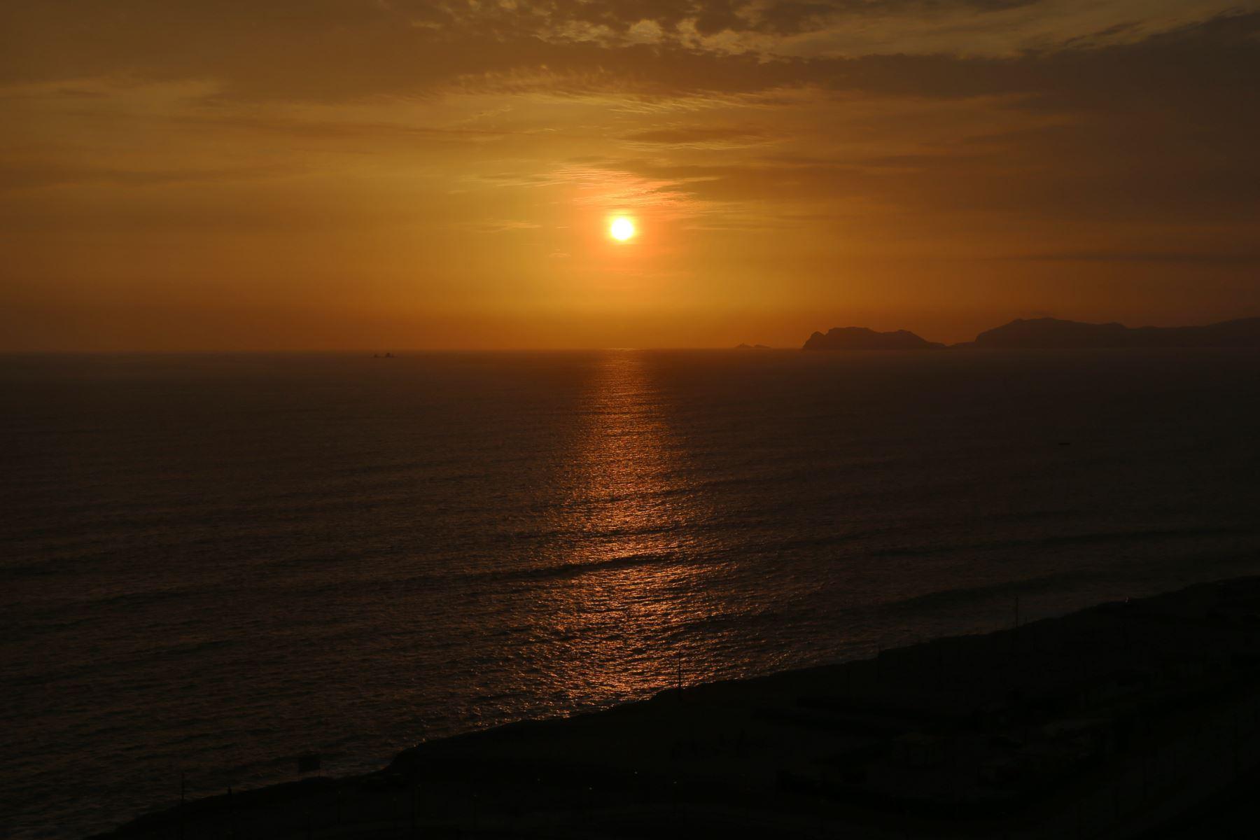 Según informó la NASA en un comunicado, el Sol carece de una superficie sólida, por lo que su capa más externa se agita y retuerce constantemente.