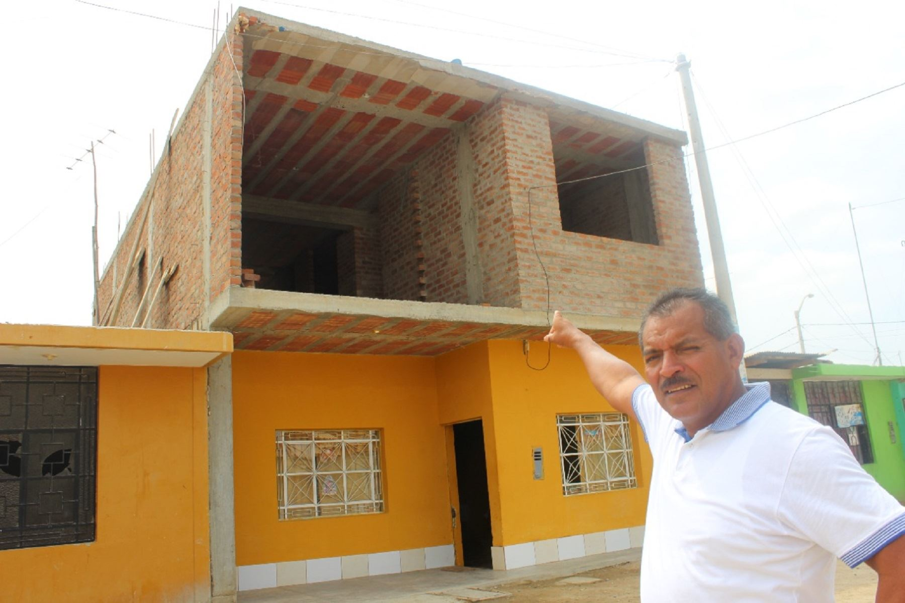 Política de Vivienda y Urbanismo promoverá asistencia a familias que construyen sus casas