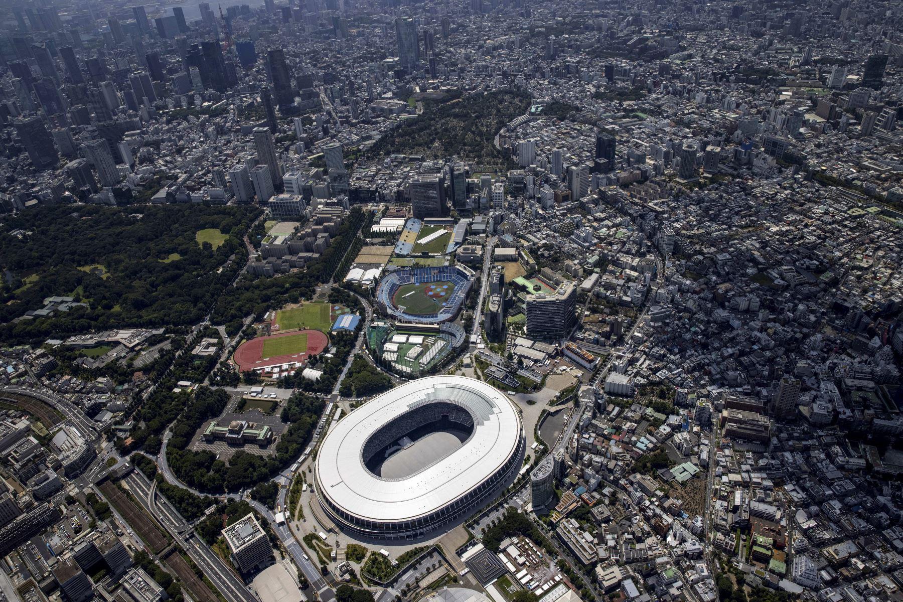 Esta foto aérea muestra el horizonte de Tokio y el Estadio Olímpico, la sede principal de los Juegos Olímpicos de Tokio 2020. Foto: AFP