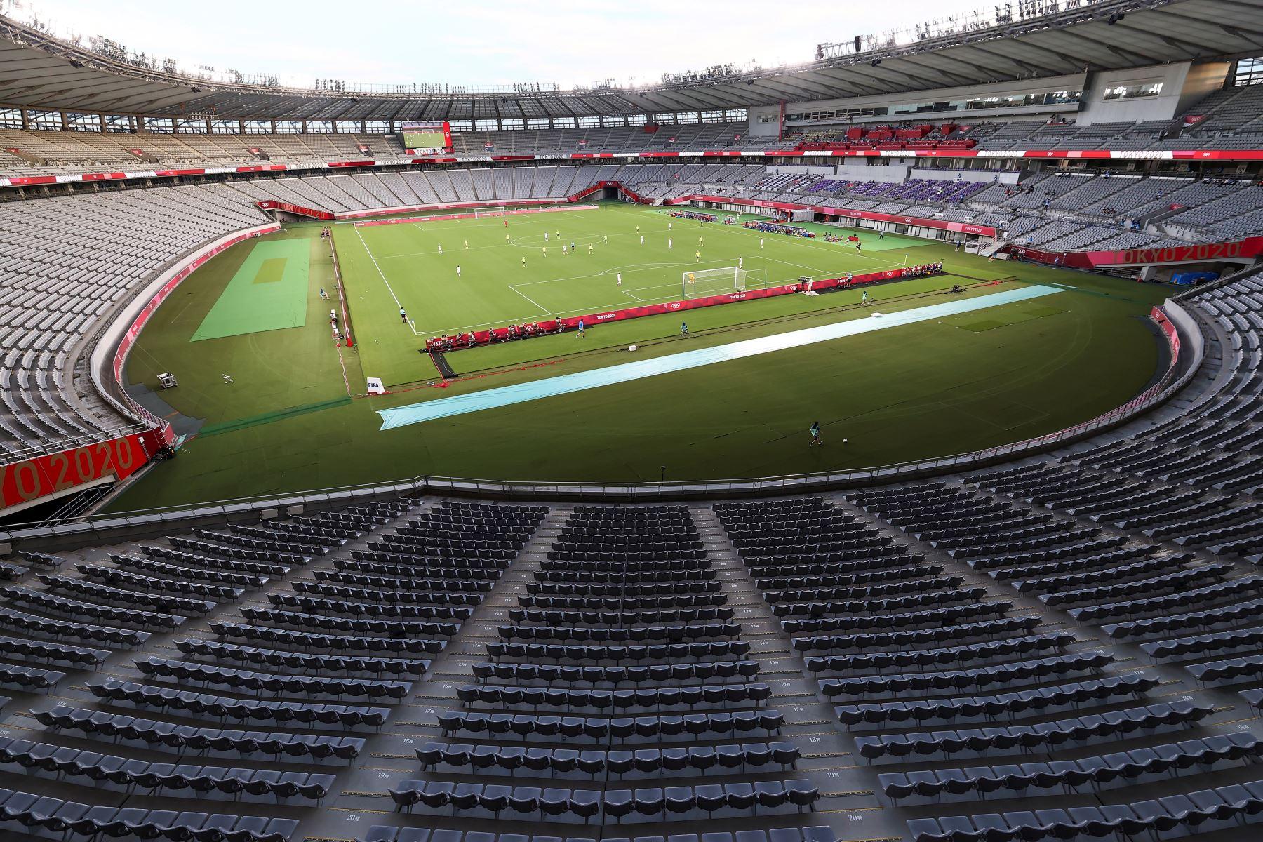 Vista general del partido olímpico de fútbol femenino entre Suecia y Estados Unidos, que se desarrolla sin espectadores en el Estadio de Tokio en Tokio, Japón. Foto: EFE