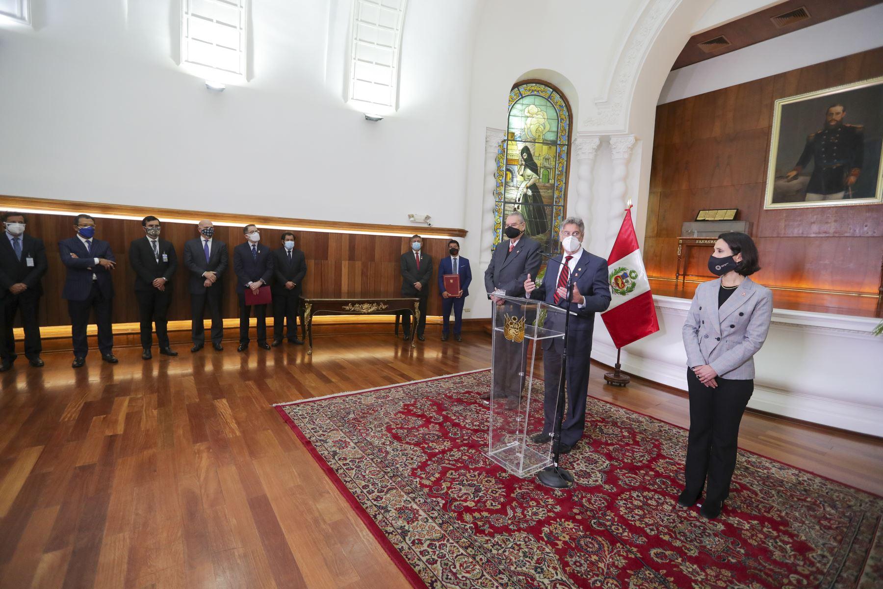 El presidente Francisco Sagasti junto al canciller Allan Wagner y la titular del Mincetur, Claudia Cornejo, lideró la ceremonia de ratificación del Tratado Integral y Progresista de Asociación Transpacífico. Foto: ANDINA/Prensa Presidencia