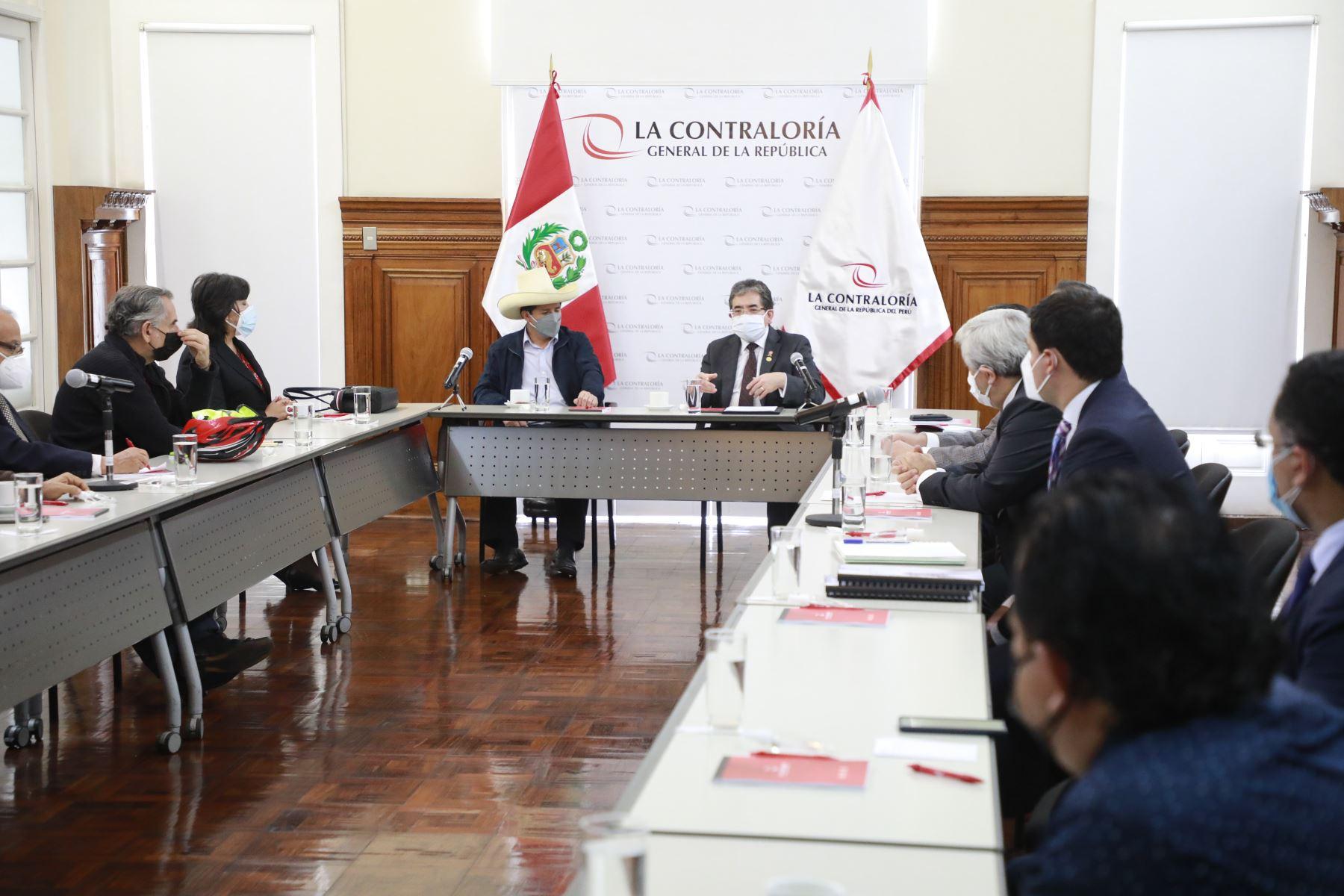 El presidente electo, Pedro Castillo, se reunió con el contralor general, Nelson Shack, para iniciar coordinación sobre el proceso de transferencia de gestión. Foto: Difusión