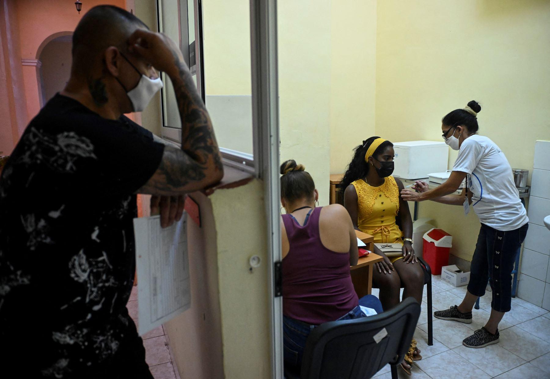 """Cuba reporta \""""aumentos dramáticos\"""" de casos de covid-19"""