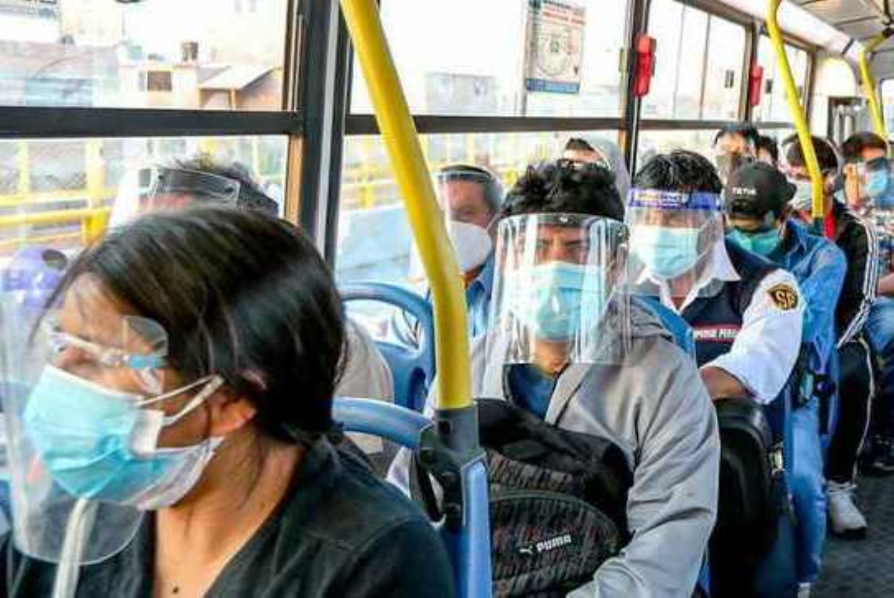Transportistas que presten protectores faciales a usuarios serán multados con S/ 220